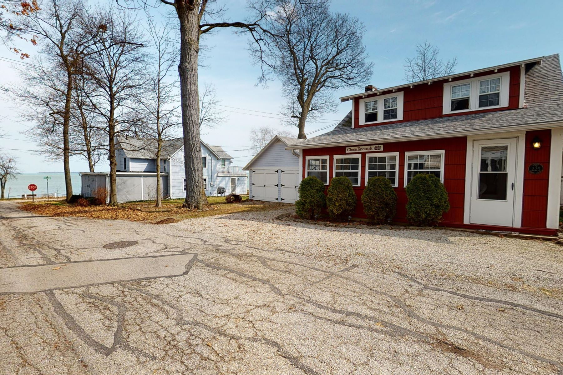 Single Family Homes 为 销售 在 225 Poplar Avenue Lakeside, 俄亥俄州 43440 美国