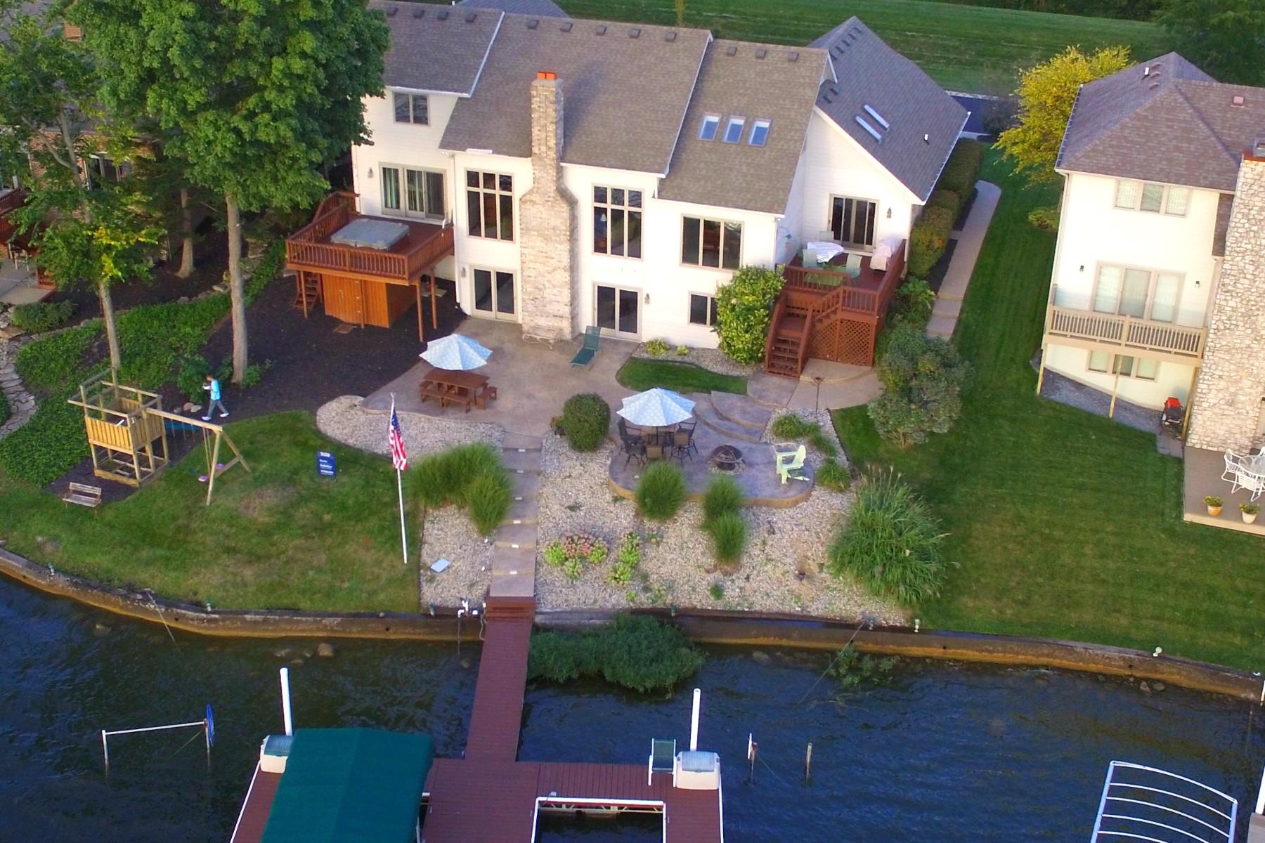 Nhà ở một gia đình vì Bán tại Fantastic Lakefront Home 115 Edgewater Drive Noblesville, Indiana, 46062 Hoa Kỳ