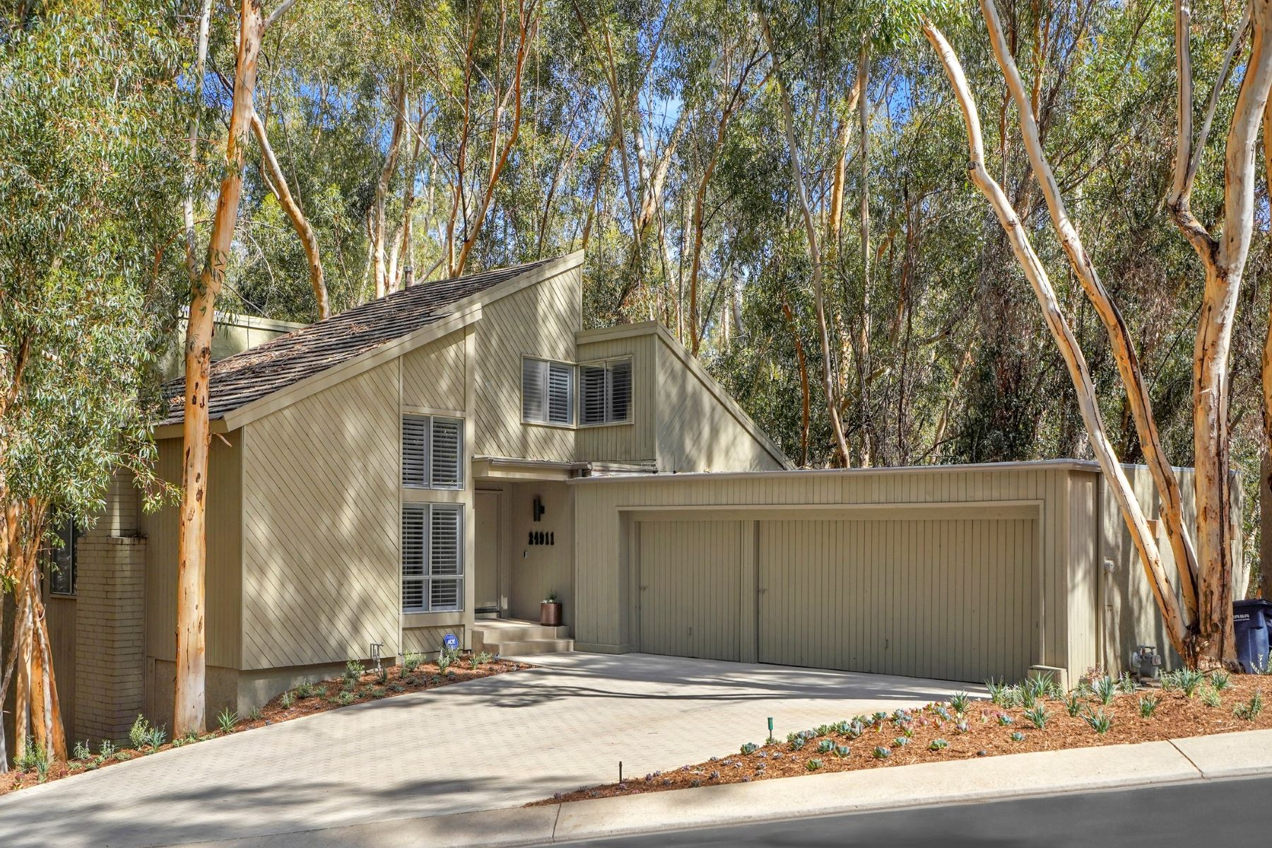Single Family Homes for Sale at 24911 Singingwoods Drive, Lake Forest 24911 Singingwoods Drive Lake Forest, California 92630 United States