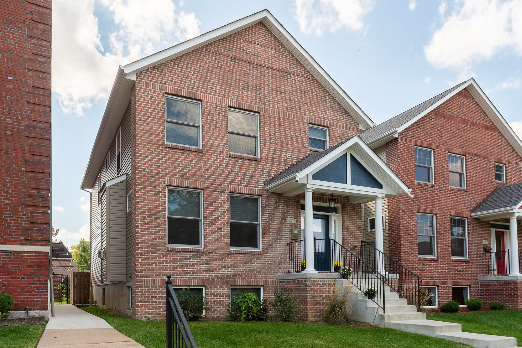 Single Family Home for Sale at Mcpherson Ave 5732 McPherson Ave St. Louis, Missouri 63105 United States