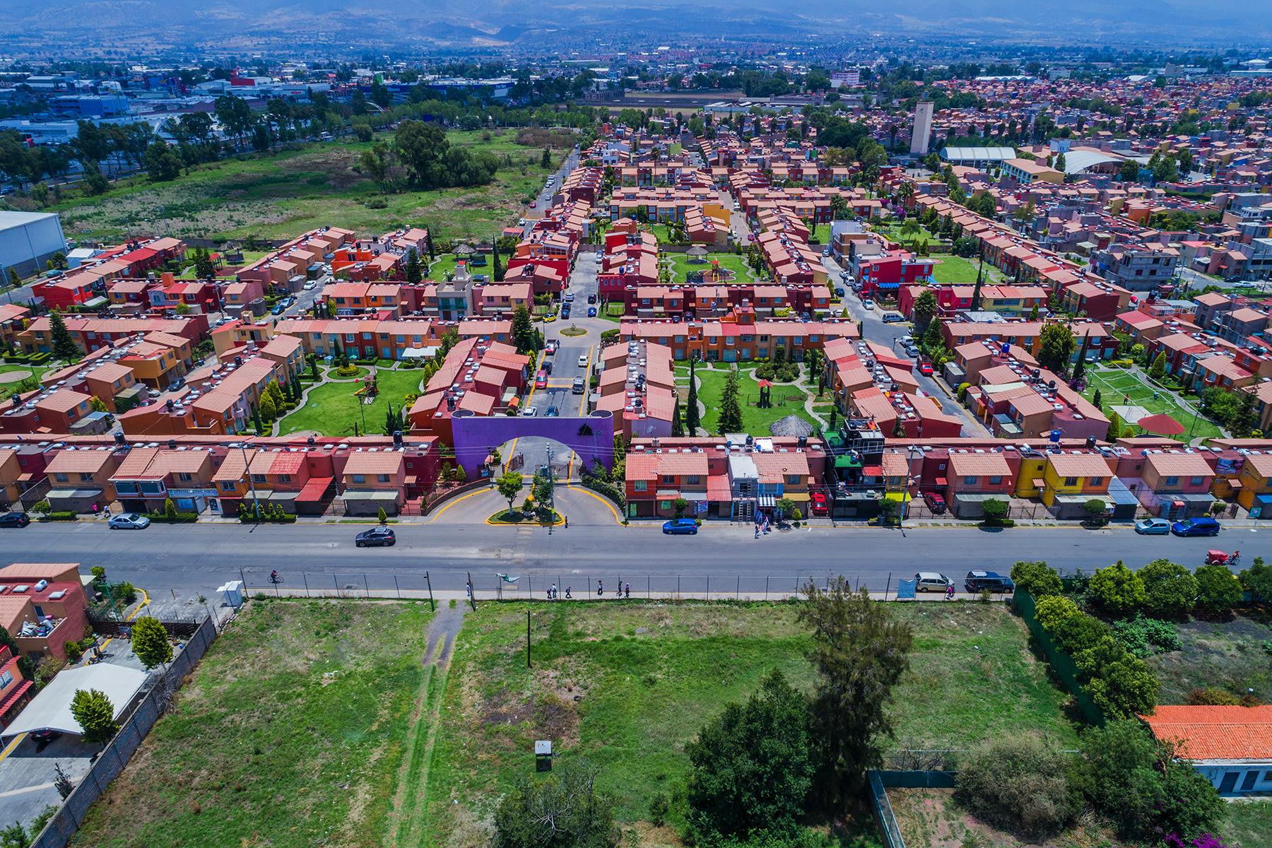 용 매매 에 Calle Hacienda la Escondida sin numero Colonia Santa Barbara Ixtapaluca, 멕시코의 도시 56535 멕시코