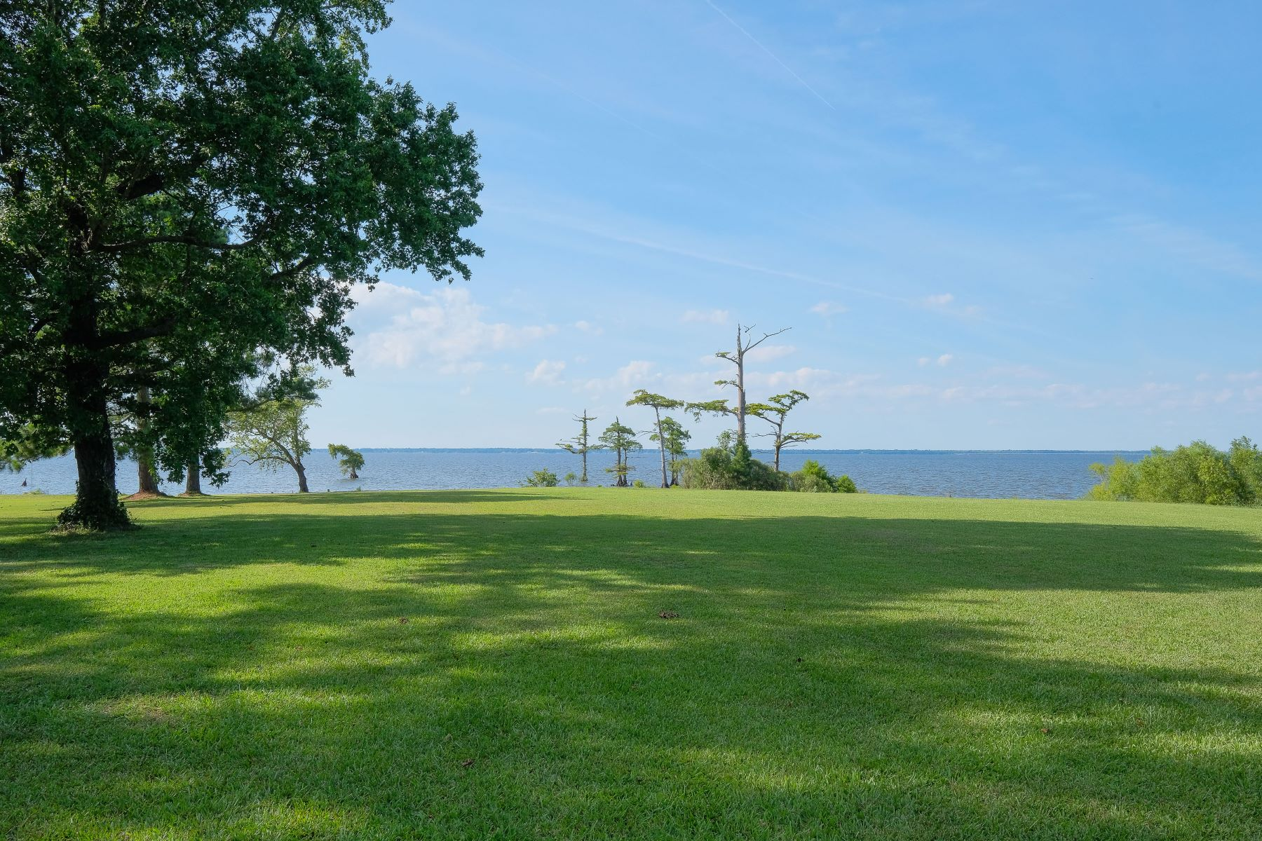 Additional photo for property listing at WATERFRONT LOT OVERLOOKING THE ALBEMARLE SOUND Lot 1 Ruby Lane Roper, Caroline du Nord 27970 États-Unis
