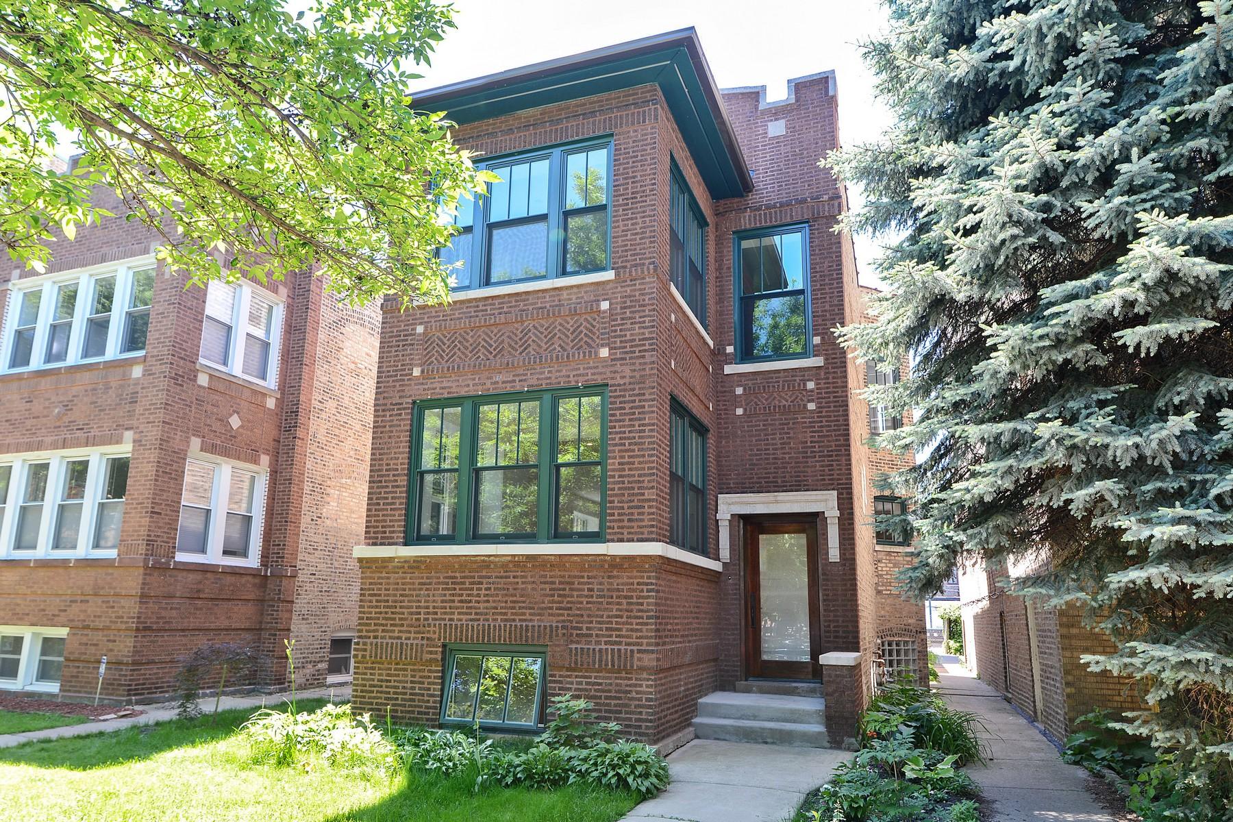 Maison unifamiliale pour l Vente à Premier Custom Home 2635 W Leland Avenue Chicago, Illinois, 60625 États-Unis