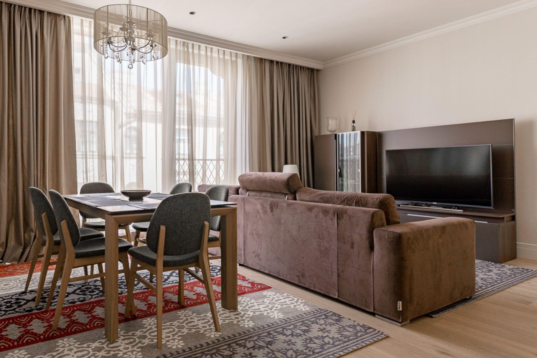 Apartments 为 销售 在 Modern apartment in a club buildng 其他国家