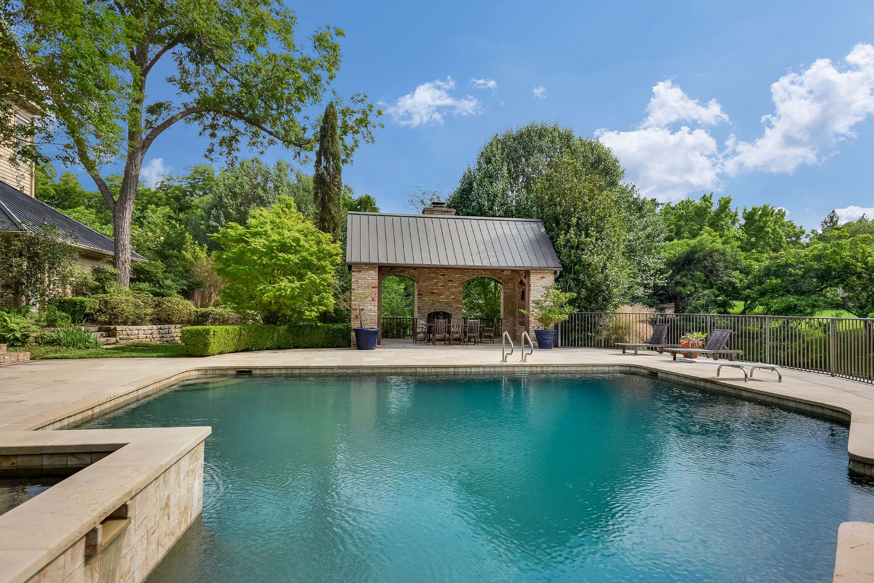 Additional photo for property listing at 2314 Island Wood Rd, Austin 2314 Island Wood Rd Austin, Texas 78733 United States