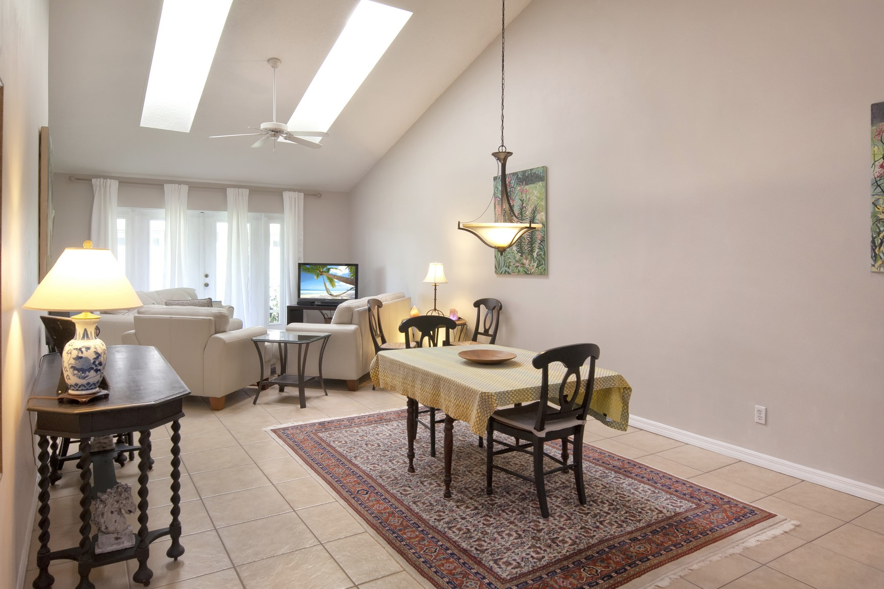 Additional photo for property listing at Adorable Cottage-Like Home with Charming Features Throughout. 489 6th Manor Vero Beach, Florida 32962 United States