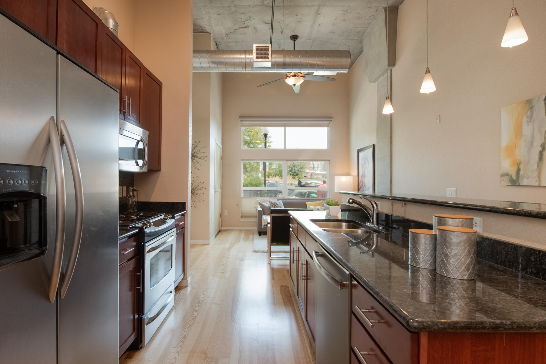 Additional photo for property listing at Fabulous Condo with A Location That's Hard To Beat! 2518 16th St Denver, Colorado 80211 United States