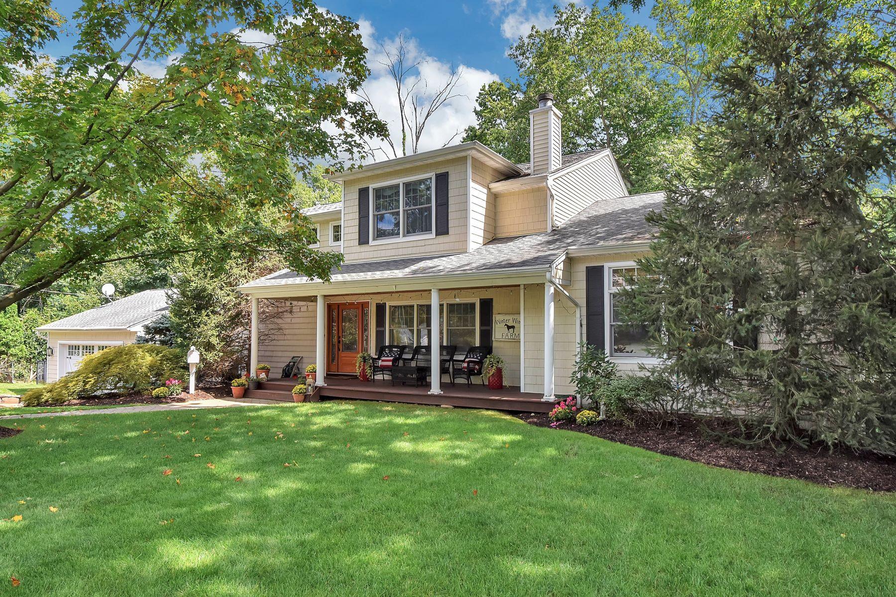 Maison unifamiliale pour l Vente à Expanded and Renovated 44 Walter Ct, Harrington Park, New Jersey 07640 États-Unis