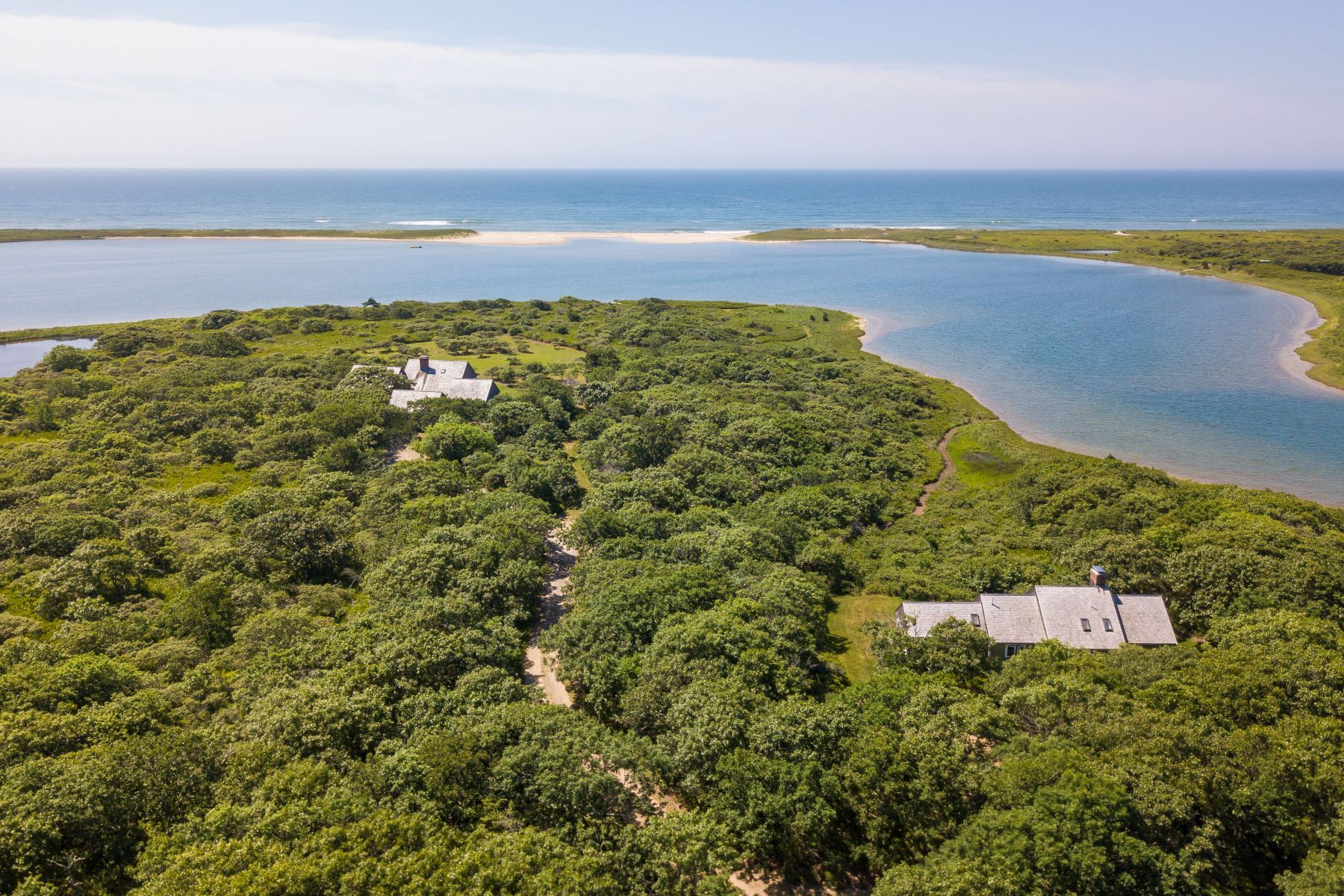 واحد منزل الأسرة للـ Sale في Extraordinary Property on Oyster Pond 50 Oyster Watcha Road Edgartown, Massachusetts 02539 United States