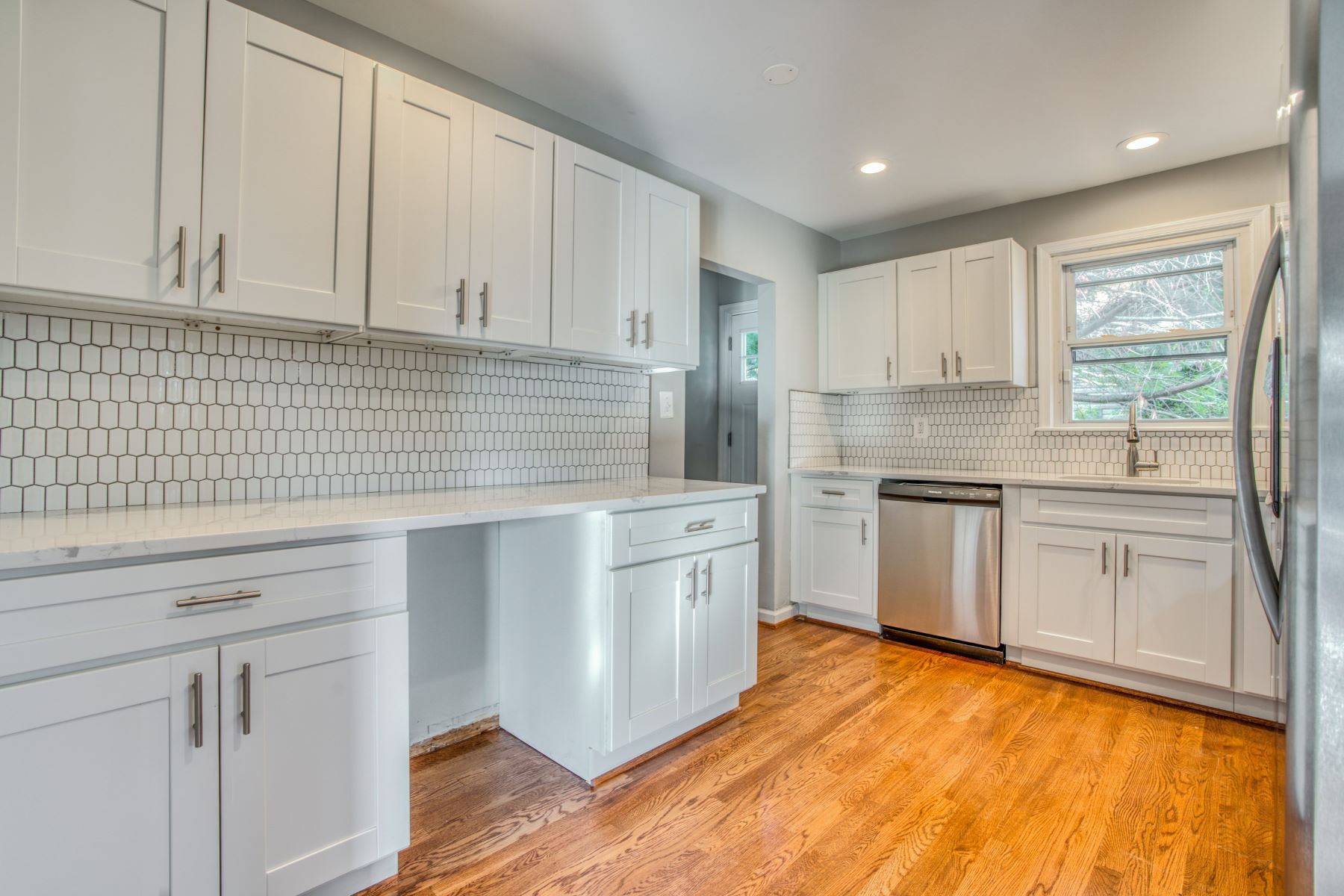 Single Family Homes 为 销售 在 Gwynnvale 1327 Robin Road, 巴尔的摩, 马里兰州 21208 美国