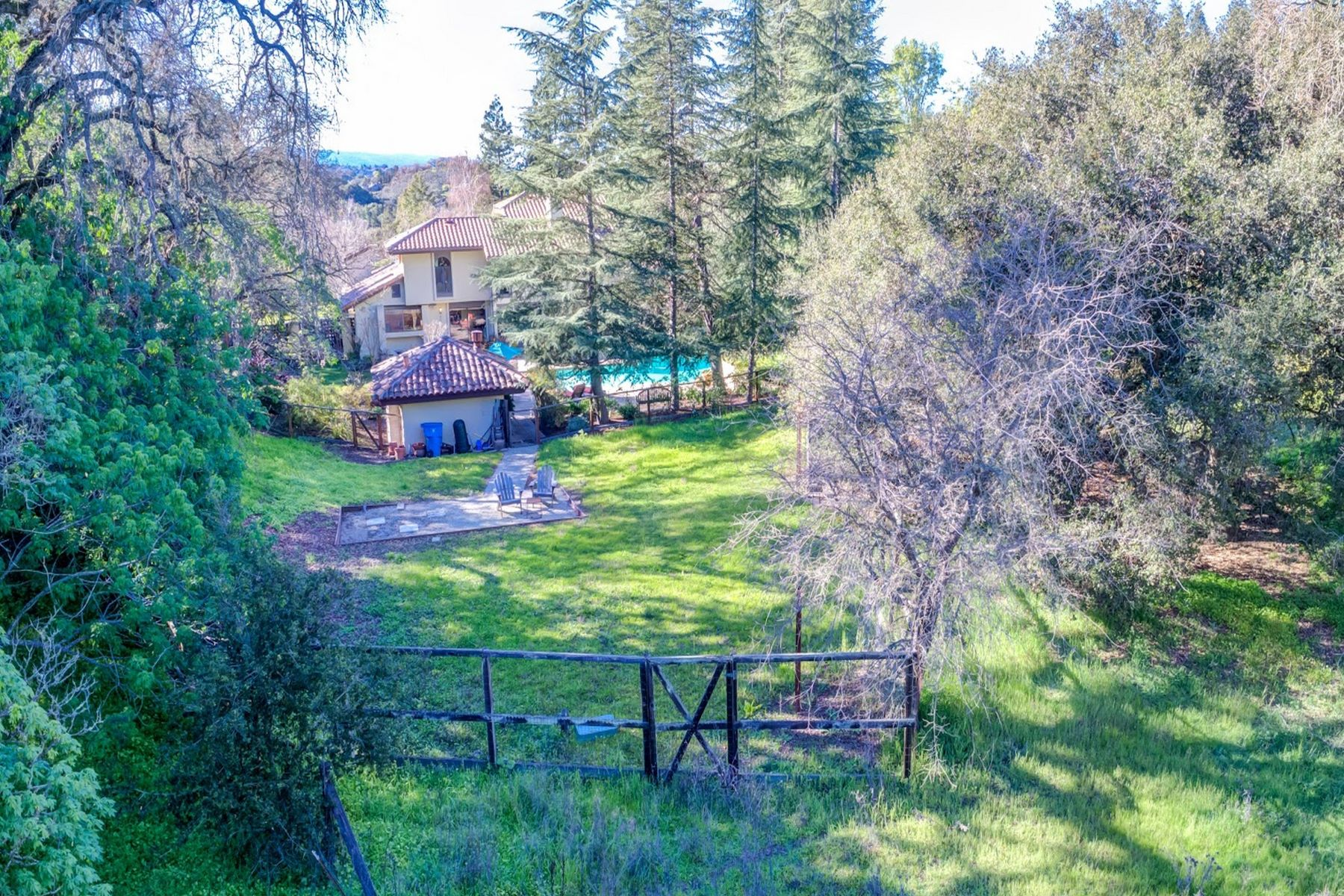 Additional photo for property listing at Country Living in Silicon Valley  Los Altos Hills, California 94022 United States