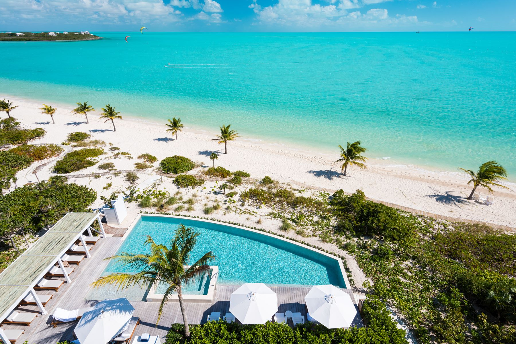 Additional photo for property listing at The Shore Club ~ Suite 1101.02.03 Beachfront Long Bay, Providenciales TCI Islas Turcas Y Caicos