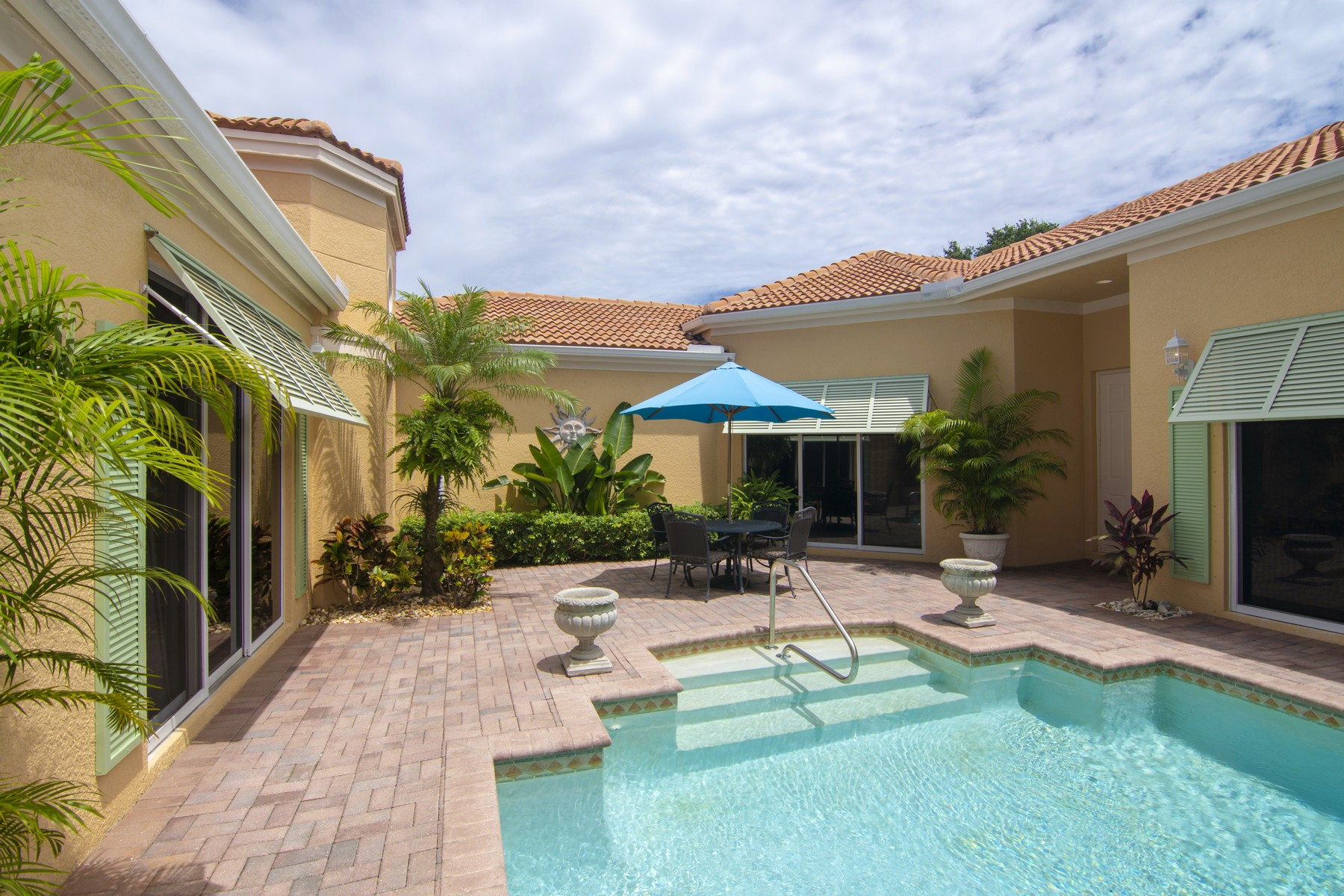 Additional photo for property listing at Courtyard Pool Home with Guest Cabana 9630 E Maiden Court Vero Beach, Florida 32963 United States