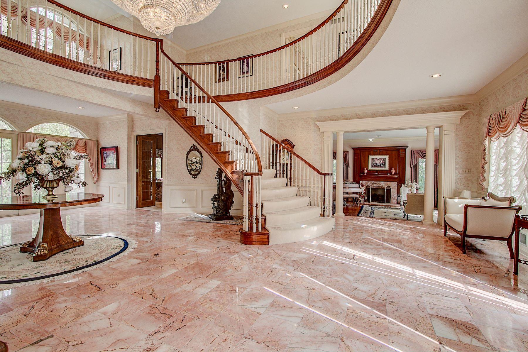 Single Family Homes 為 出售 在 120 W Miller Drive Mequon, 威斯康辛州 53092 美國