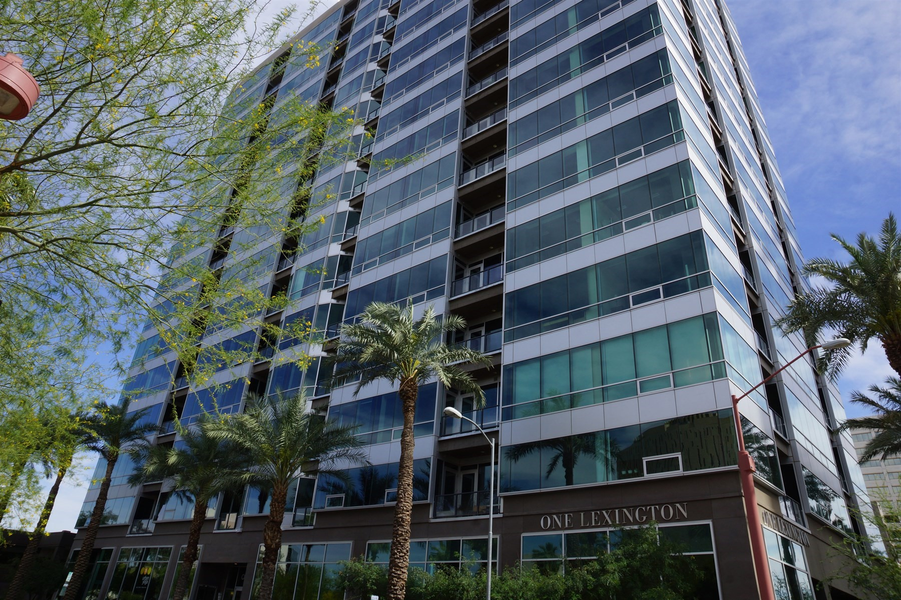 Appartement pour l Vente à Stunning 11th floor unit 1 E Lexington Ave #1101 Phoenix, Arizona, 85012 États-Unis