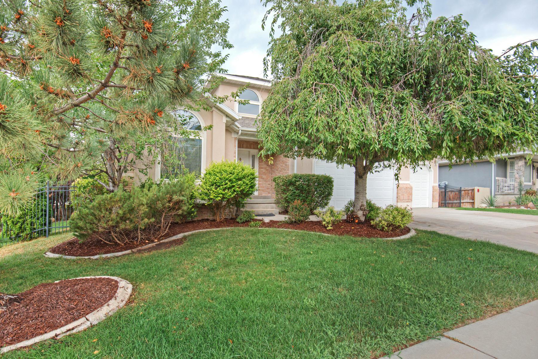 Частный односемейный дом для того Продажа на Gracious 5 Bedroom Home in Mill Hollow Estates 6718 S Aqua Vista Cove Cottonwood Heights, Юта, 84121 Соединенные Штаты