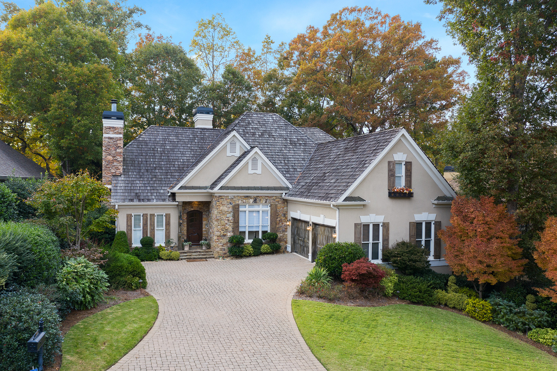 Property のために 売買 アット This Updated Home Checks All The Boxes 1007 Wetherby Way, Johns Creek, ジョージア 30022 アメリカ