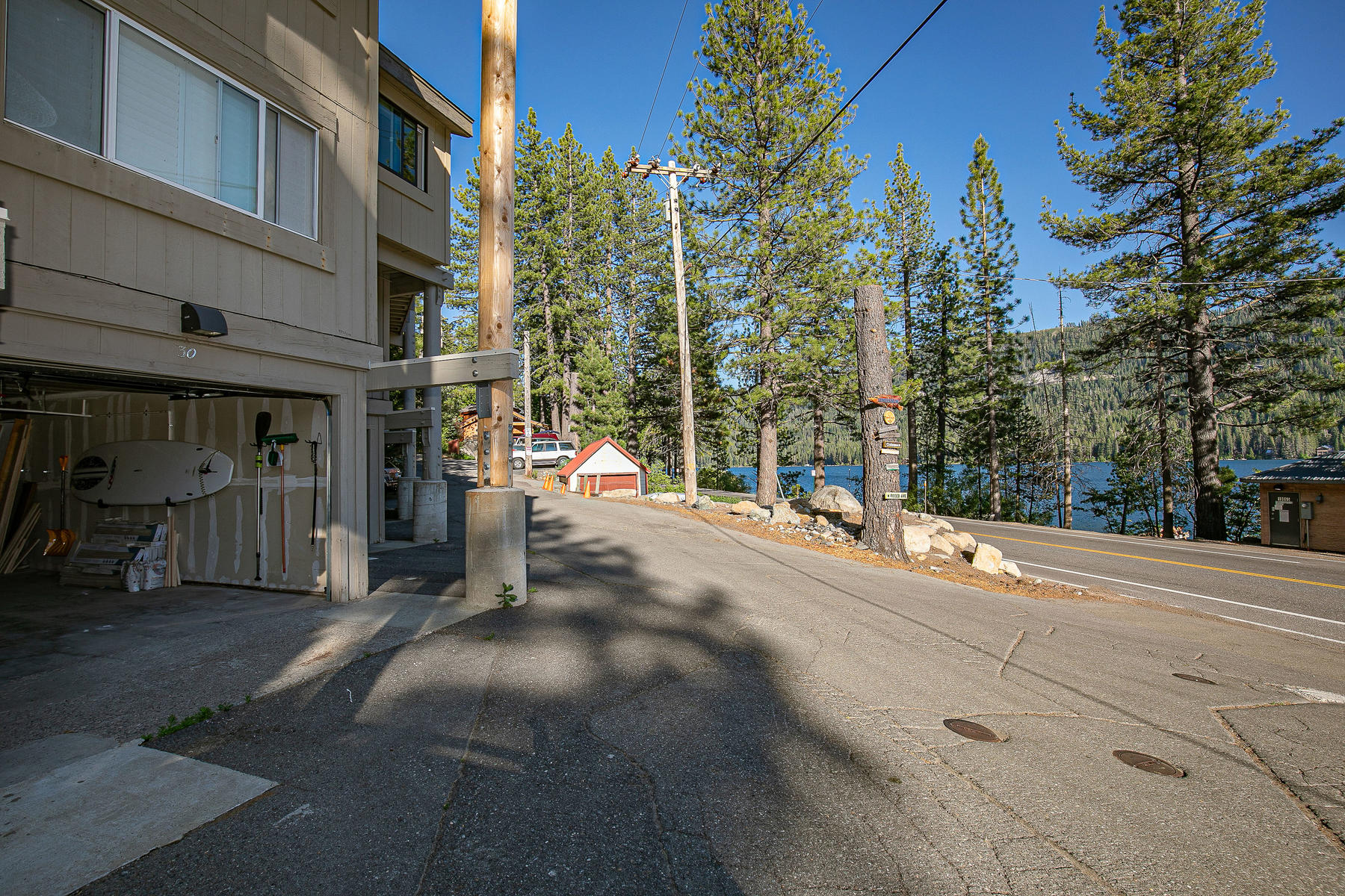 Additional photo for property listing at Modern Donner Lake Retreat. 15462 Donner Pass Road #30 Truckee, California 96161 United States