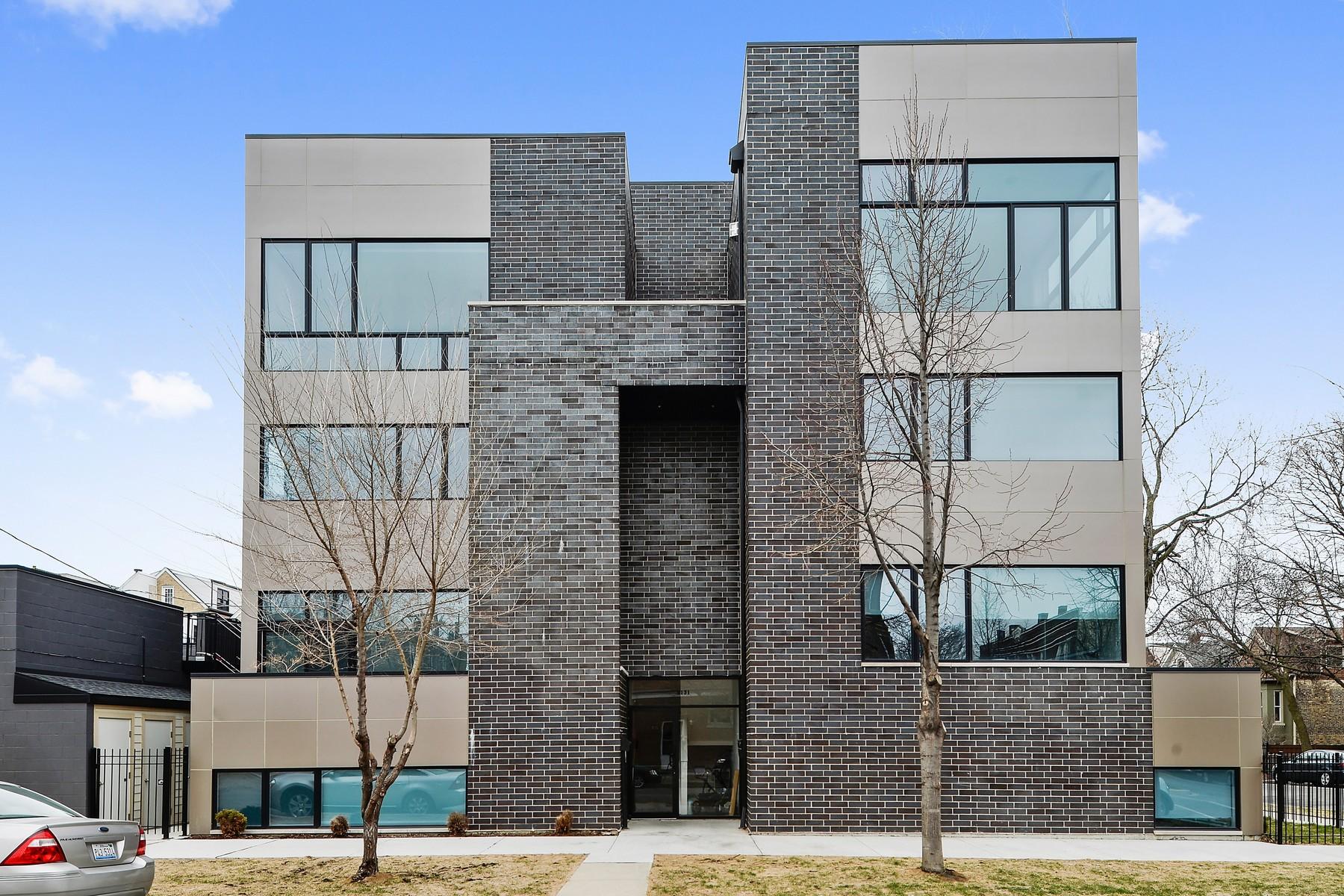 Nhà chung cư vì Bán tại Newer Construction Duplex on Extra-Wide Corner Lot 2131 N Claremont Avenue Unit 1S Logan Square, Chicago, Illinois, 60647 Hoa Kỳ