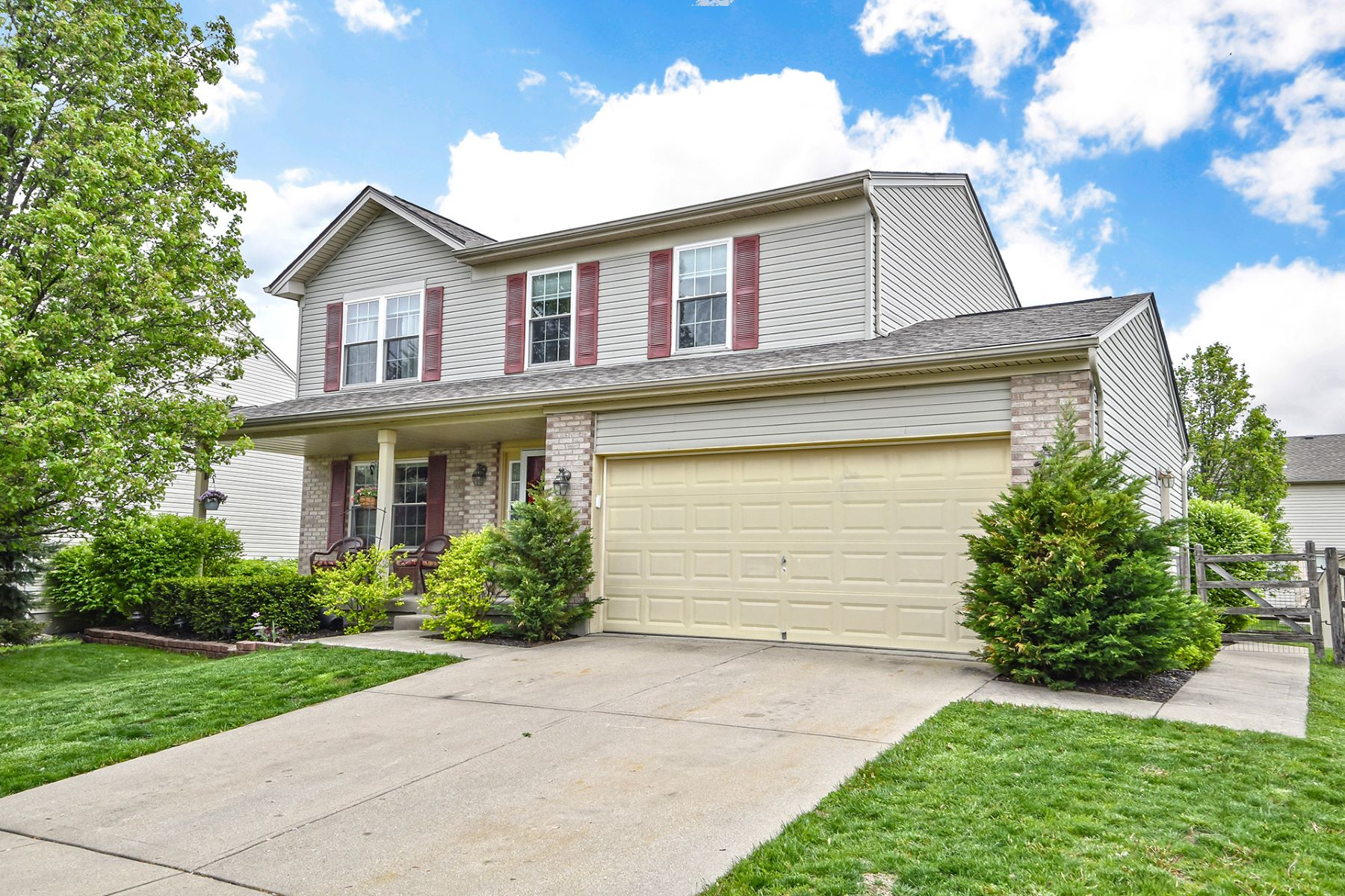 Single Family Homes for Sale at Pristine 3 Bed bedroom open floor plan 200 Saddle Creek Lane Maineville, Ohio 45039 United States