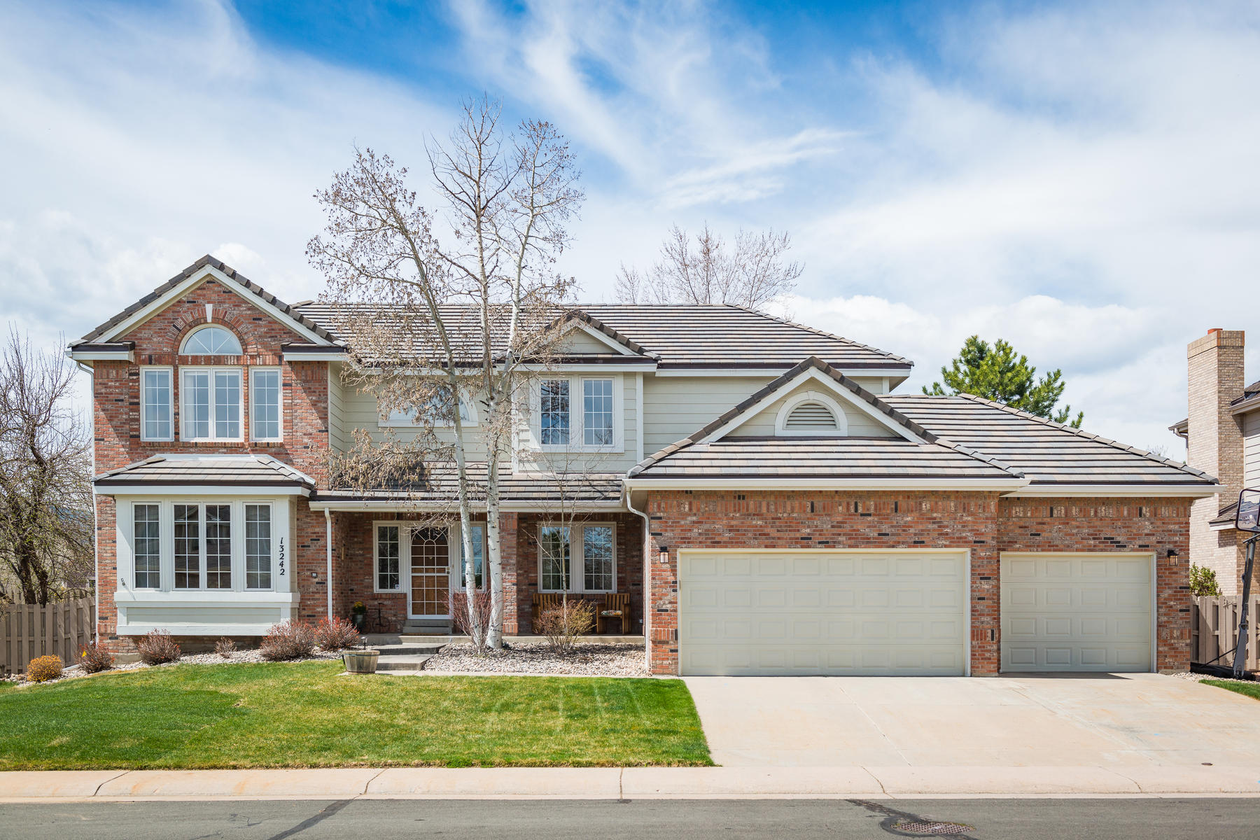 Single Family Home for Active at Bright and inviting home in picturesque Bear Creek Village! 13242 W La Salle Cir Lakewood, Colorado 80228 United States