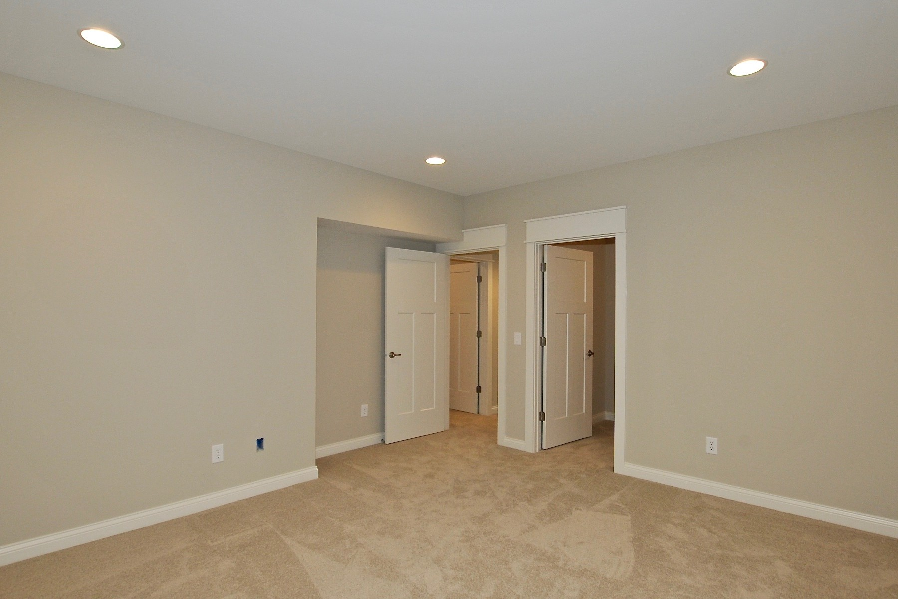 Additional photo for property listing at Top of the Line Finishes 9915 S. Towne Lane 卡梅尔, 印第安纳州 46033 美国