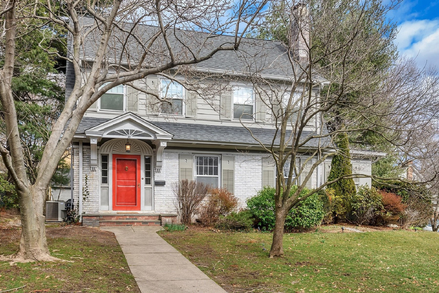 Single Family Homes للـ Sale في Rare SideHall Dutch Colonial 38 Ardsley Road, Montclair, New Jersey 07042 United States