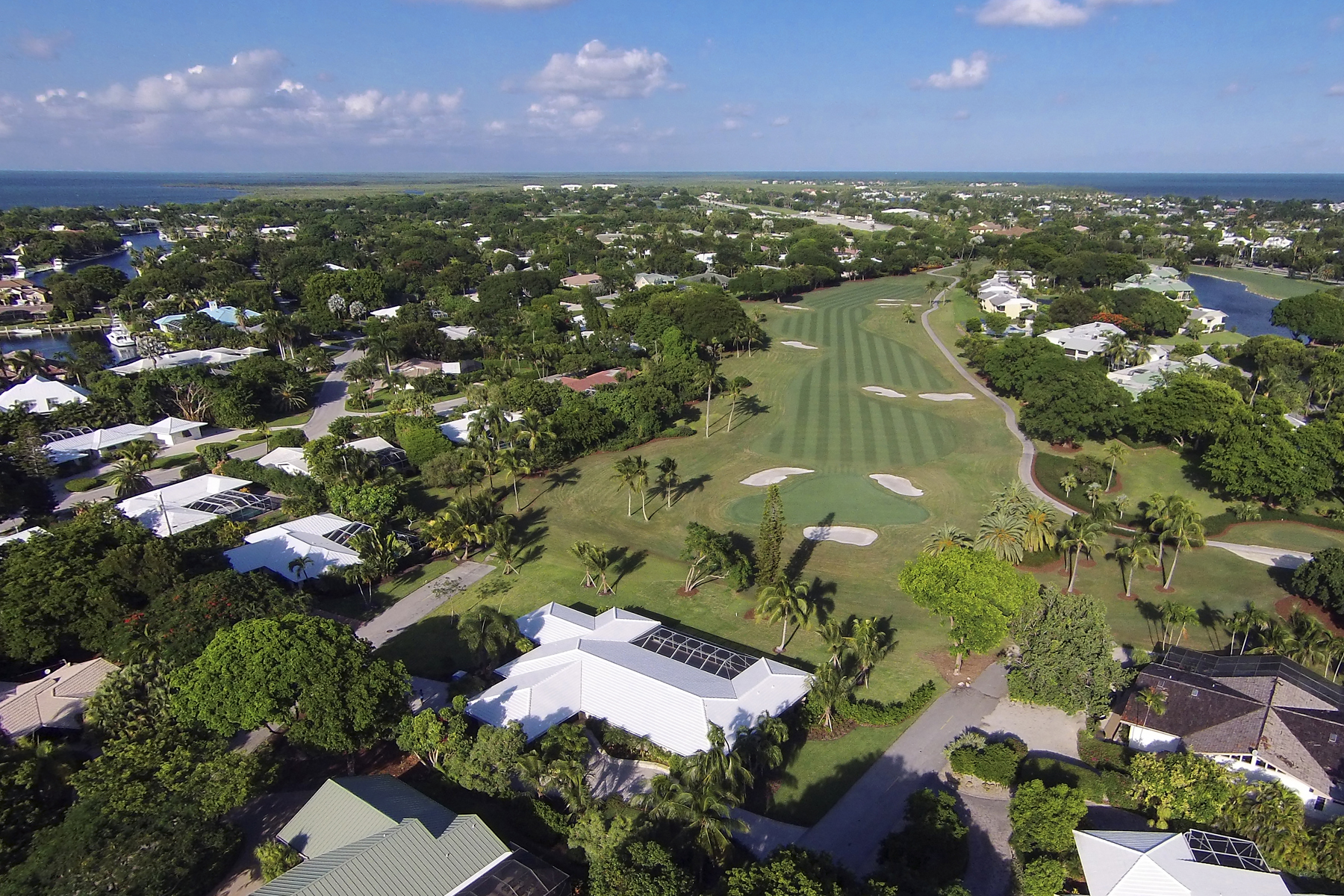 独户住宅 为 销售 在 Panoramic Golf Course Views at Ocean Reef 2 Spray Road 拉哥, 佛罗里达州, 33037 美国