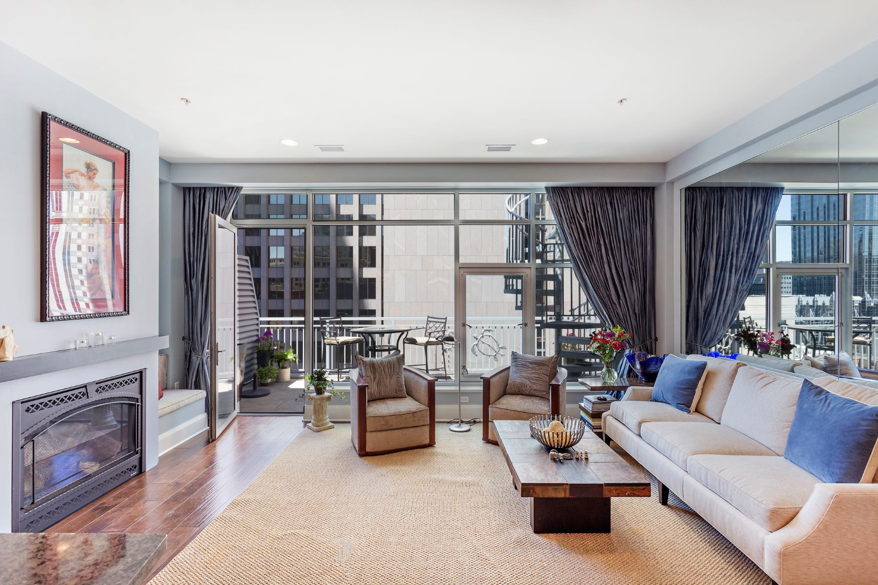 Additional photo for property listing at Contemporary Fifth Avenue Penthouse at Piatt Place 301 5th Avenue No. 705 Pittsburgh, Pennsylvania 15222 United States