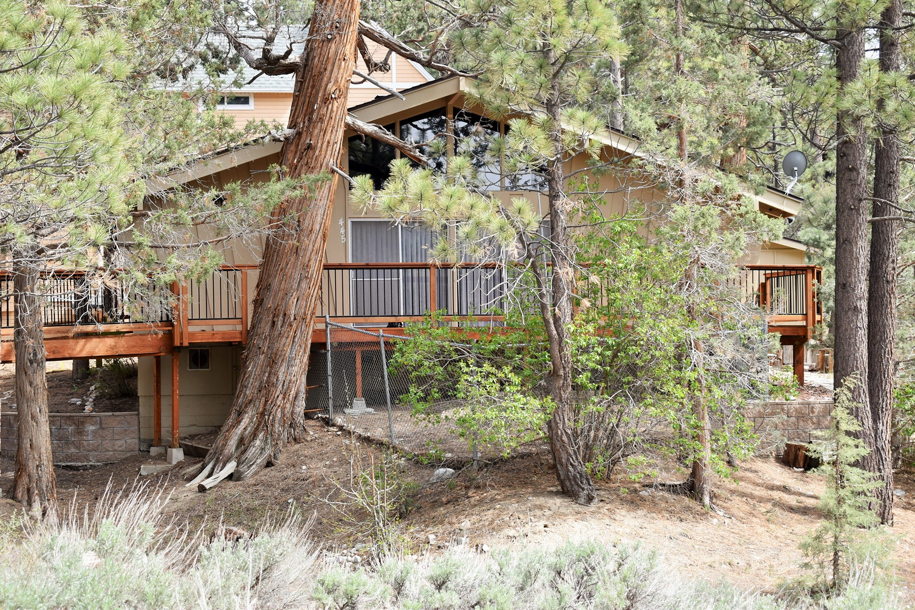 Single Family Homes for Sale at 445 Hillendale Drive Big Bear City, CA 92314 445 Hillendale Drive Big Bear City, California 92314 United States