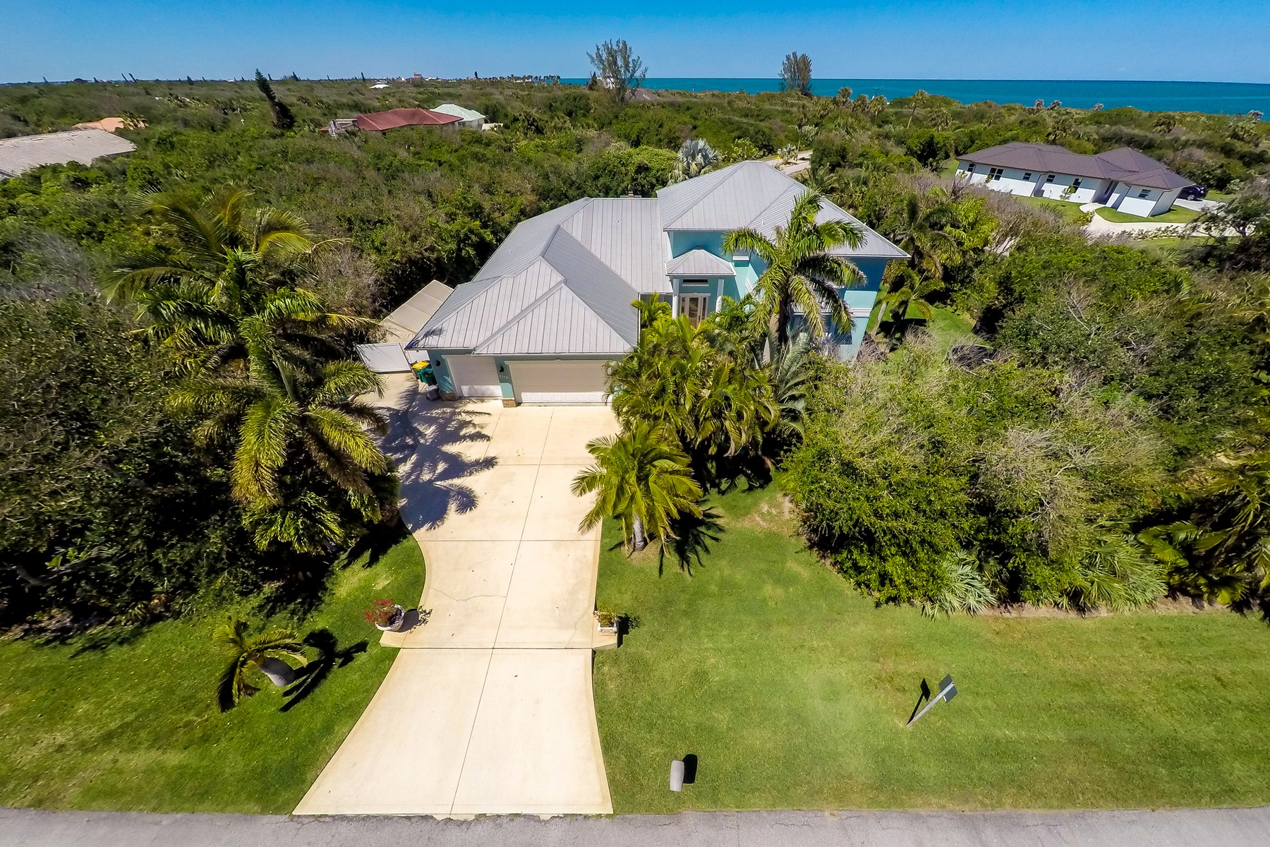 Maison unifamiliale pour l Vente à 106 Regatta Street Melbourne Beach, Florida, 32951 États-Unis