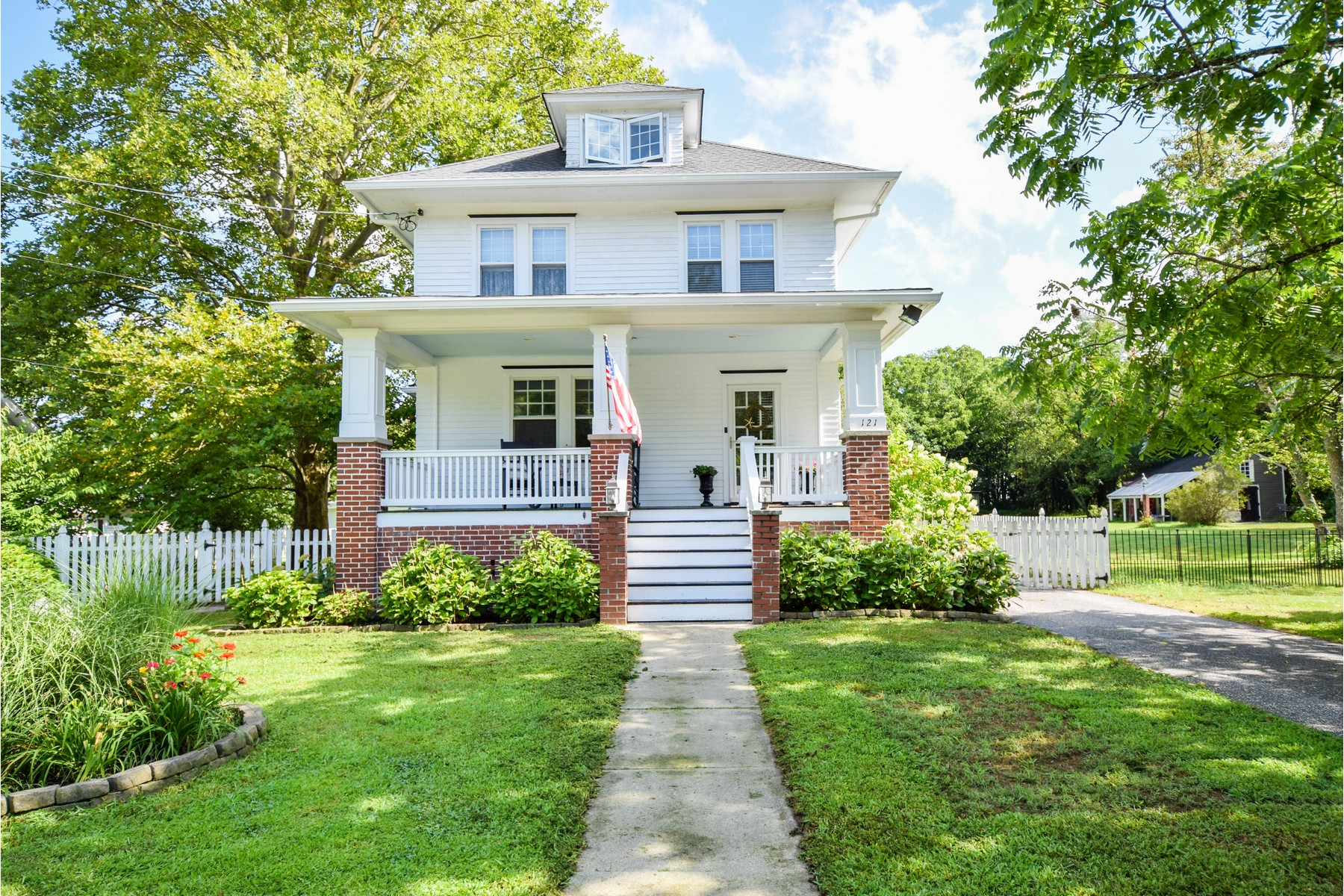 Single Family Homes for Sale at Charming 1920's Home 121 Reading Avenue, Tuckahoe, New Jersey 08250 United States