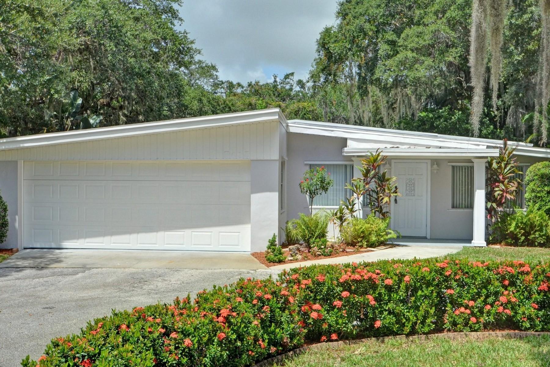 Maison unifamiliale pour l Vente à Central Beach Home 3615 Indian River Drive Vero Beach, Florida, 32963 États-Unis