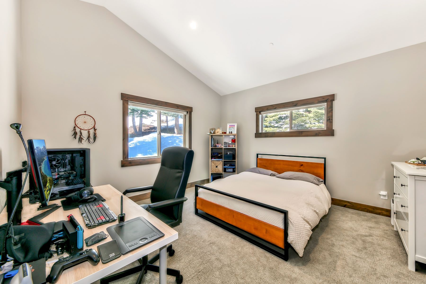 Additional photo for property listing at Magnificent Tahoe Donner Home 14204 Skislope Way Truckee, California 96161 Estados Unidos