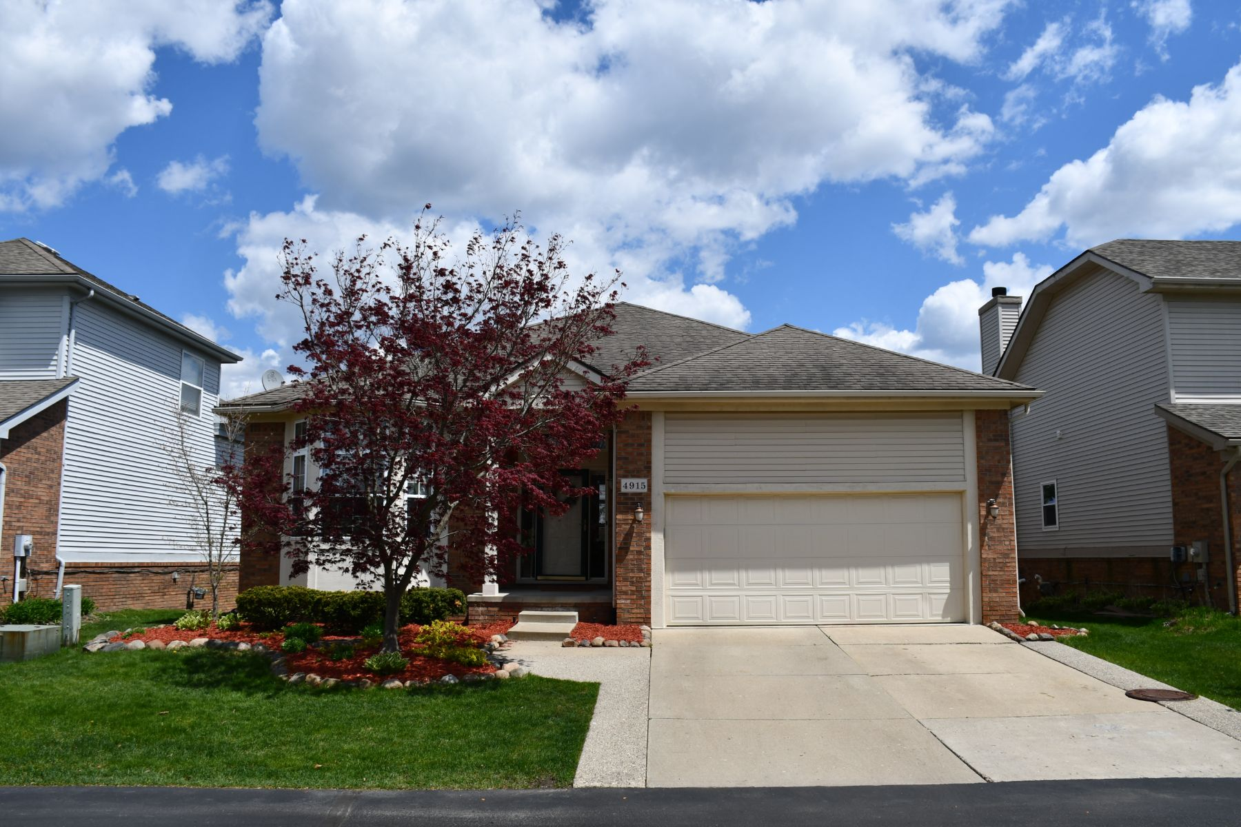 Single Family Homes for Sale at Oakland Twp 4915 Georgetown Dr Oakland Township, Michigan 48306 United States