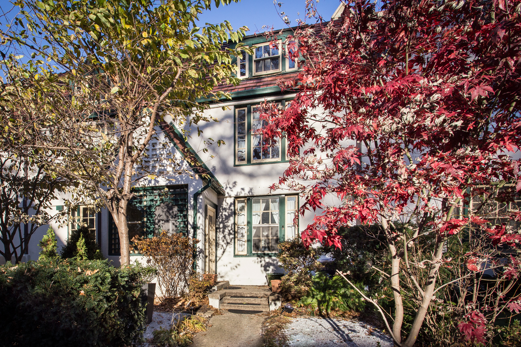 "Additional photo for property listing at ""RARELY AVAILABLE GARDENS GEM"" 310 Burns Street, Forest Hills Gardens, Forest Hills, Nueva York 11375 Estados Unidos"