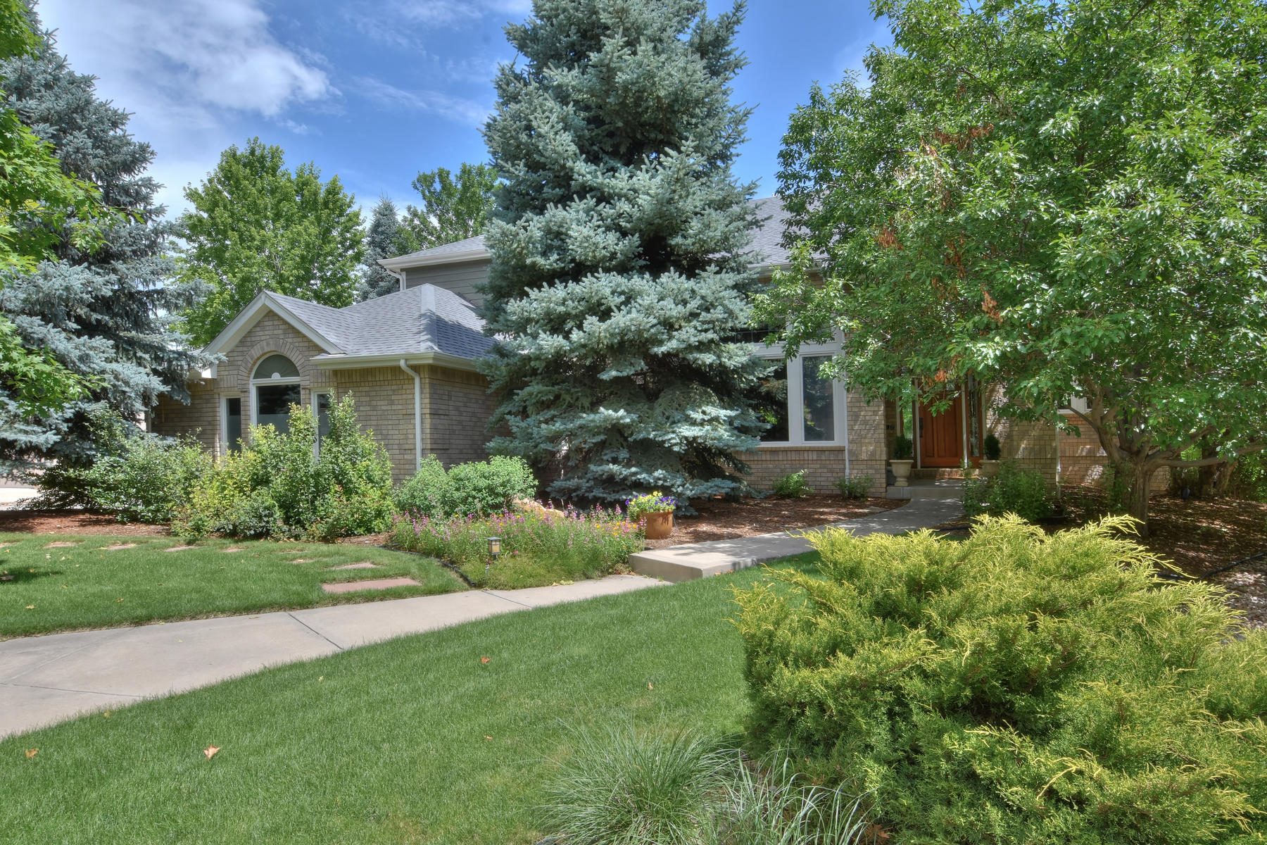 Single Family Homes for Sale at Beautifully Appointed Blue Heron Home 2424 Ginny Way Lafayette, Colorado 80026 United States
