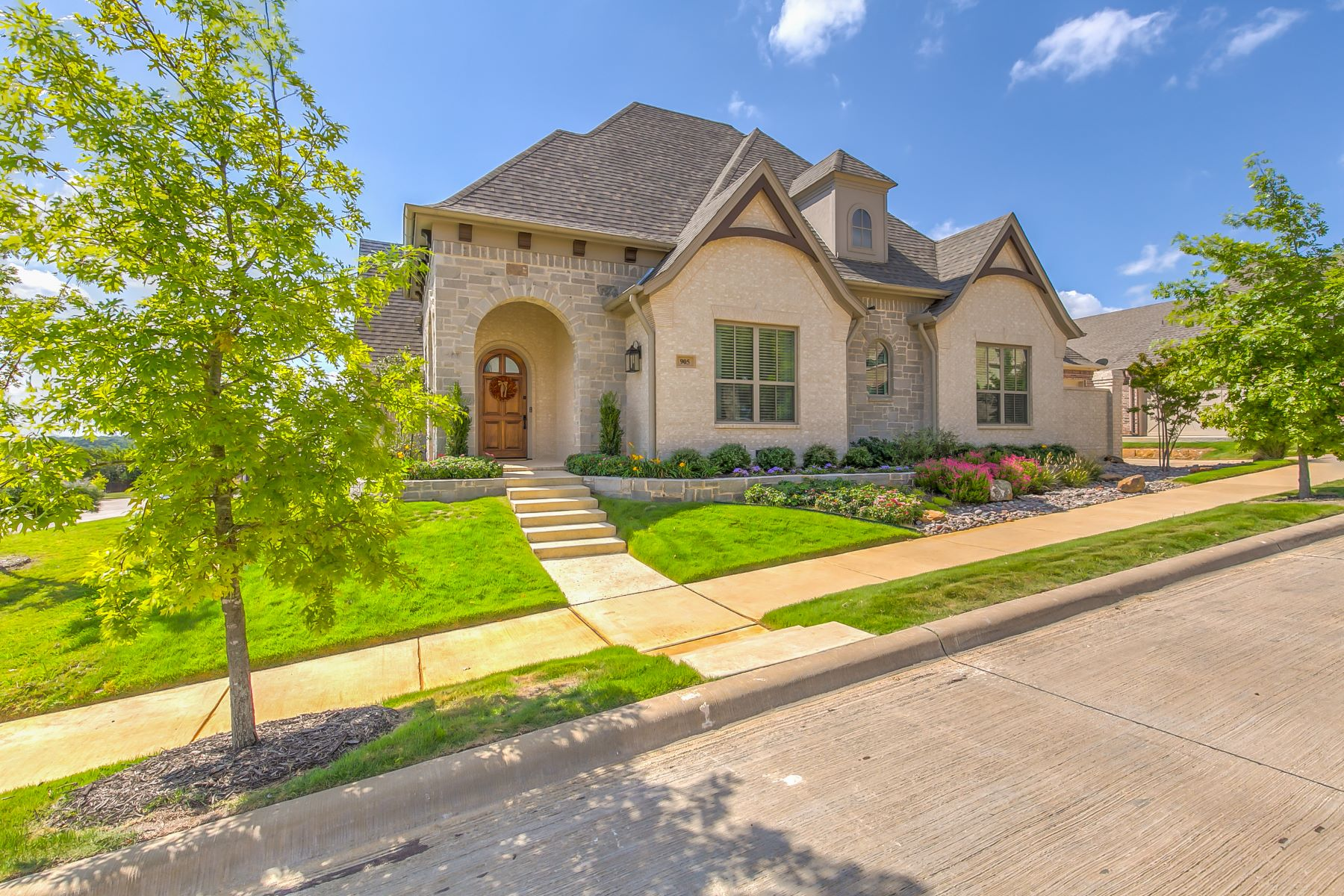 Single Family Homes for Sale at Hilltop Custom in Hidden Knoll 905 Winding Ridge Trail Southlake, Texas 76092 United States