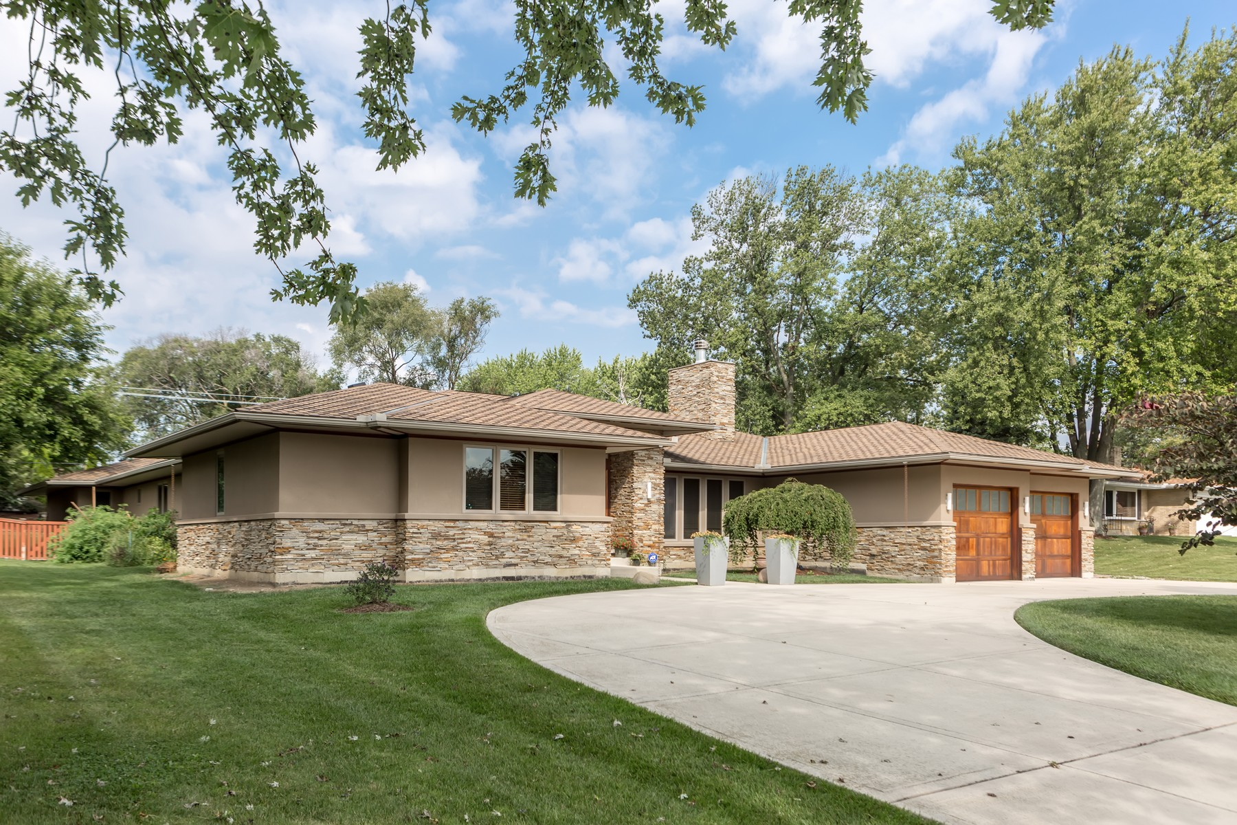 Maison unifamiliale pour l Vente à Stunning Ranch 8216 Tennesse Avenue, Willowbrook, Illinois, 60527 États-Unis
