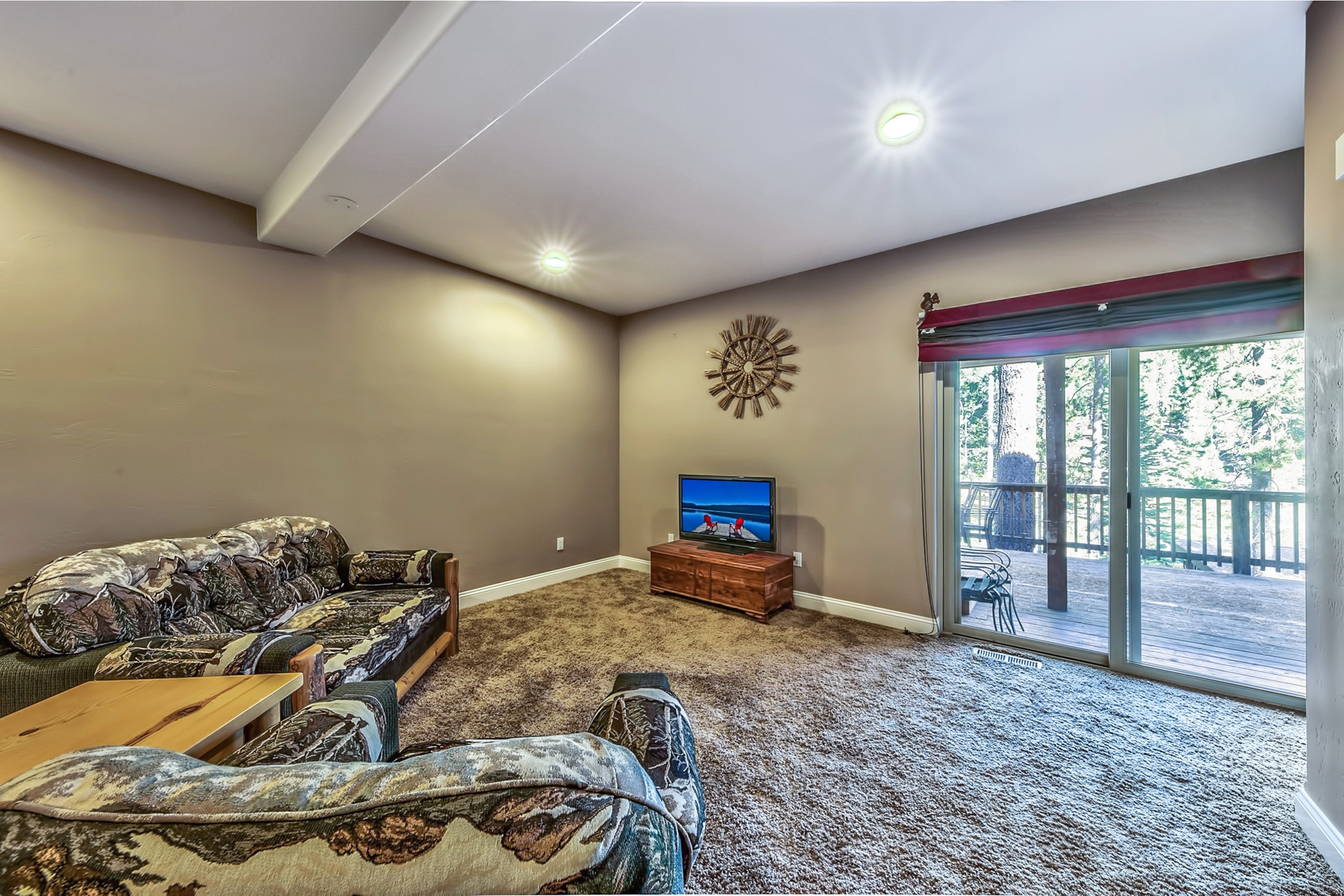 Additional photo for property listing at 1505 Cree Street, South Lake Tahoe, CA 1505 Cree Street South Lake Tahoe, California 96150 United States