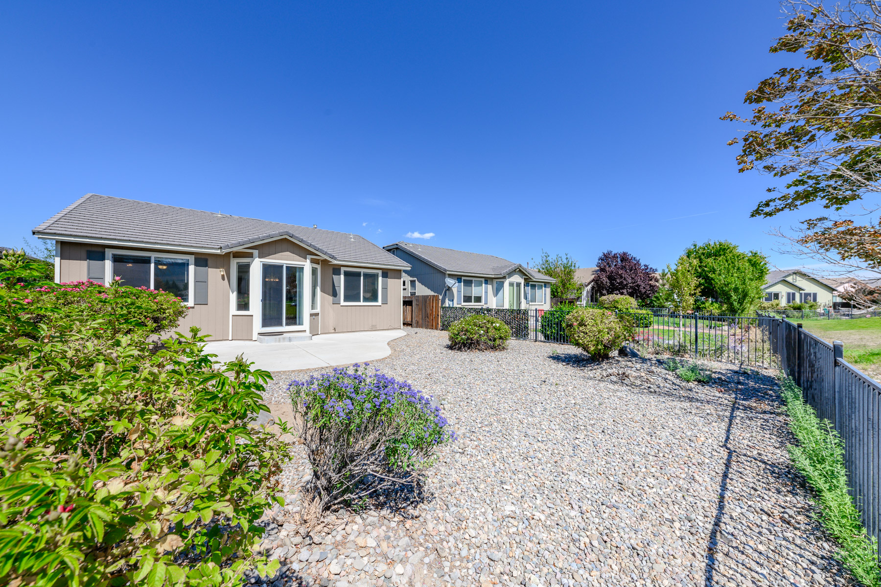 Additional photo for property listing at 379 Royal Troon Drive, Dayton, Nevada 379 Royal Troon Drive 代顿, 内华达州 89403 美国