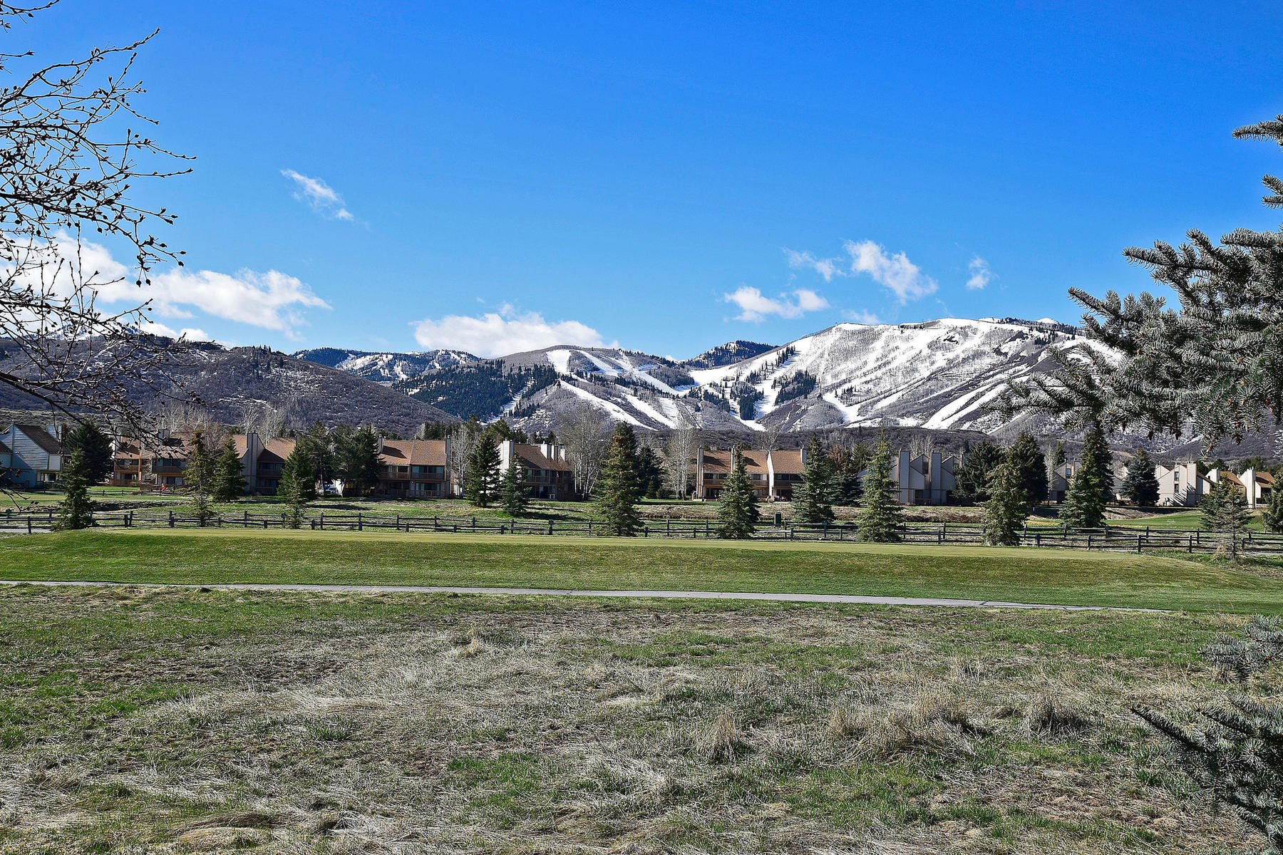 Additional photo for property listing at Golf Course Location and Stunning Views of Ski Runs 2812 Four Lakes Dr Park City, Utah 84060 United States