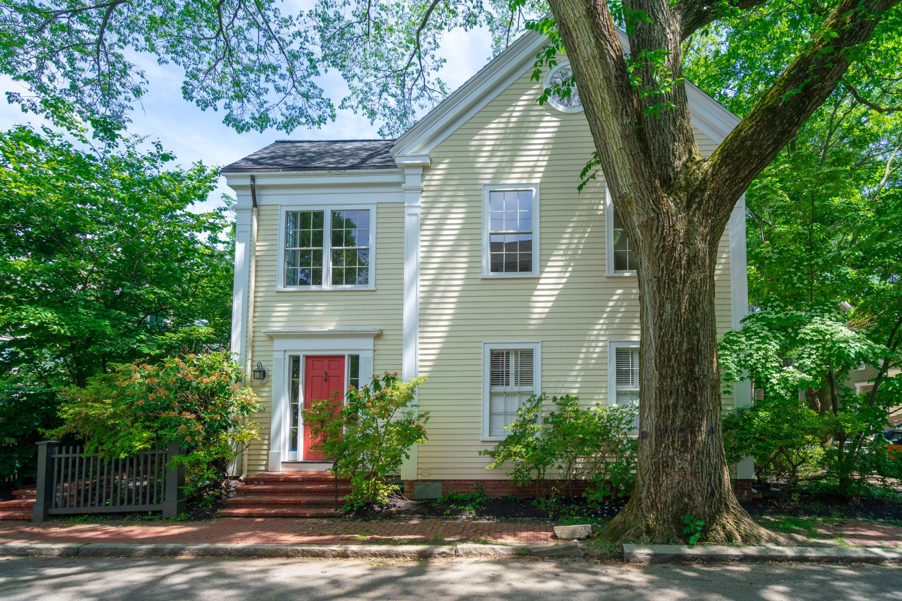 Single Family Homes for Active at 20 Brown St Cambridge, Massachusetts 02138 United States