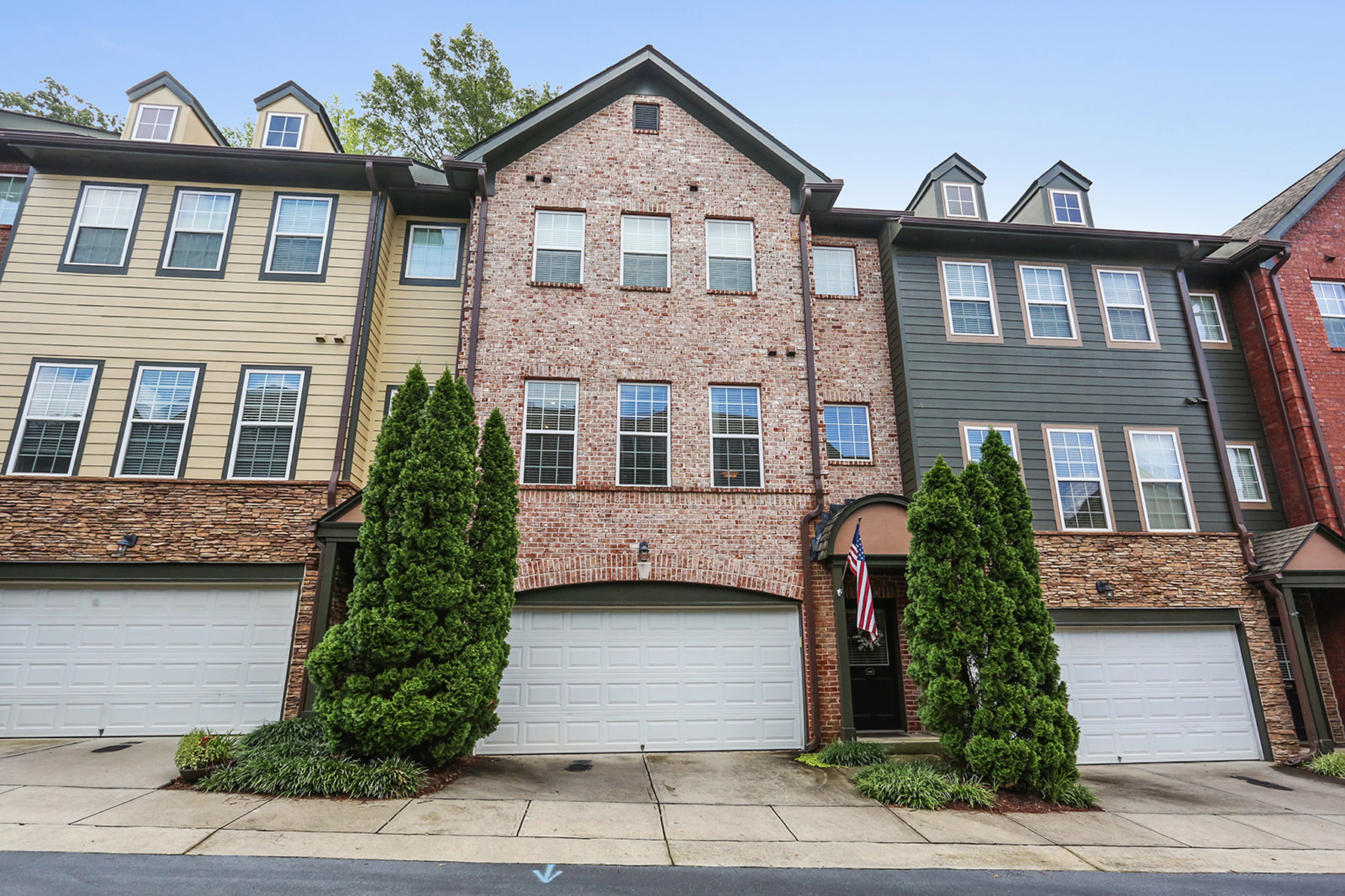 Townhouse for Rent at Immaculate Updated Two Bedroom Townhome 1441 Ashford Creek Circle Atlanta, Georgia 30319 United States