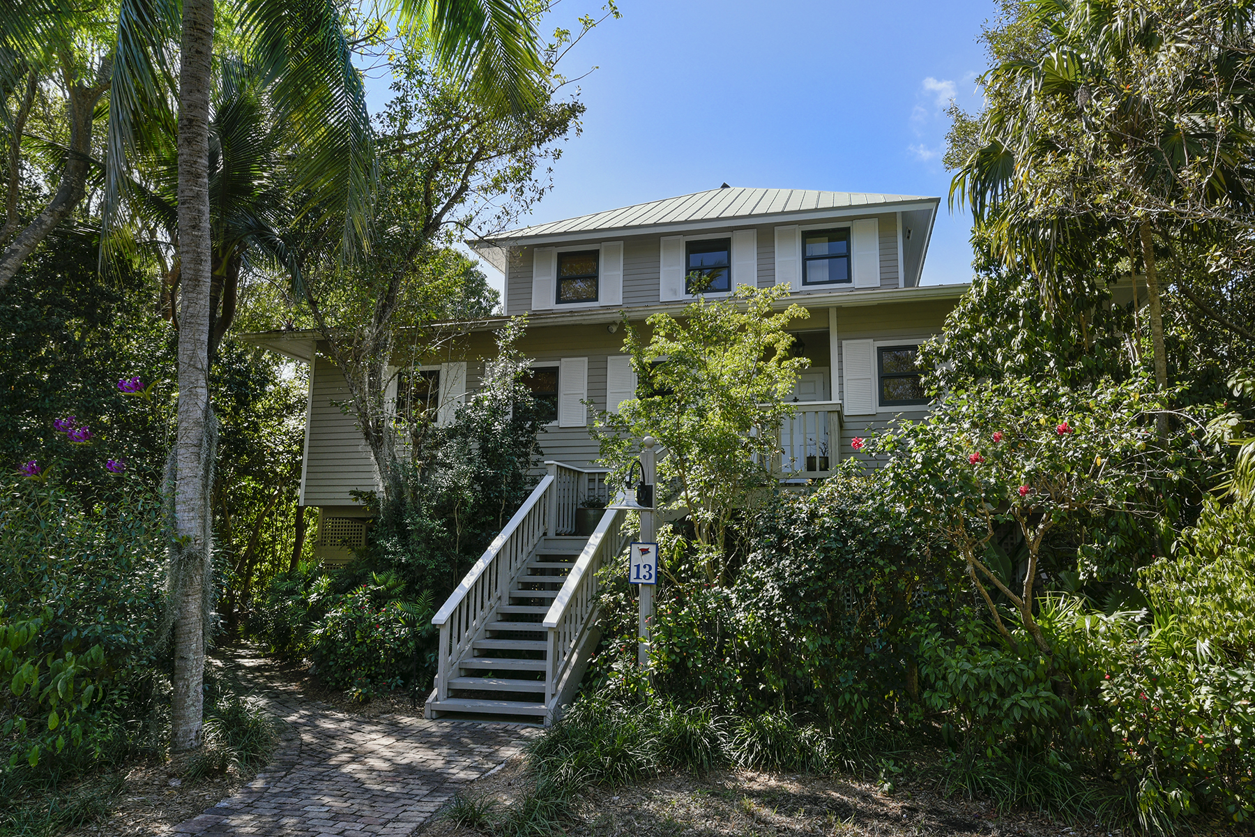 Additional photo for property listing at Waterfront Cottage - Key Largo Anglers Club 13 South Marina Drive Key Largo, Florida 33037 Estados Unidos