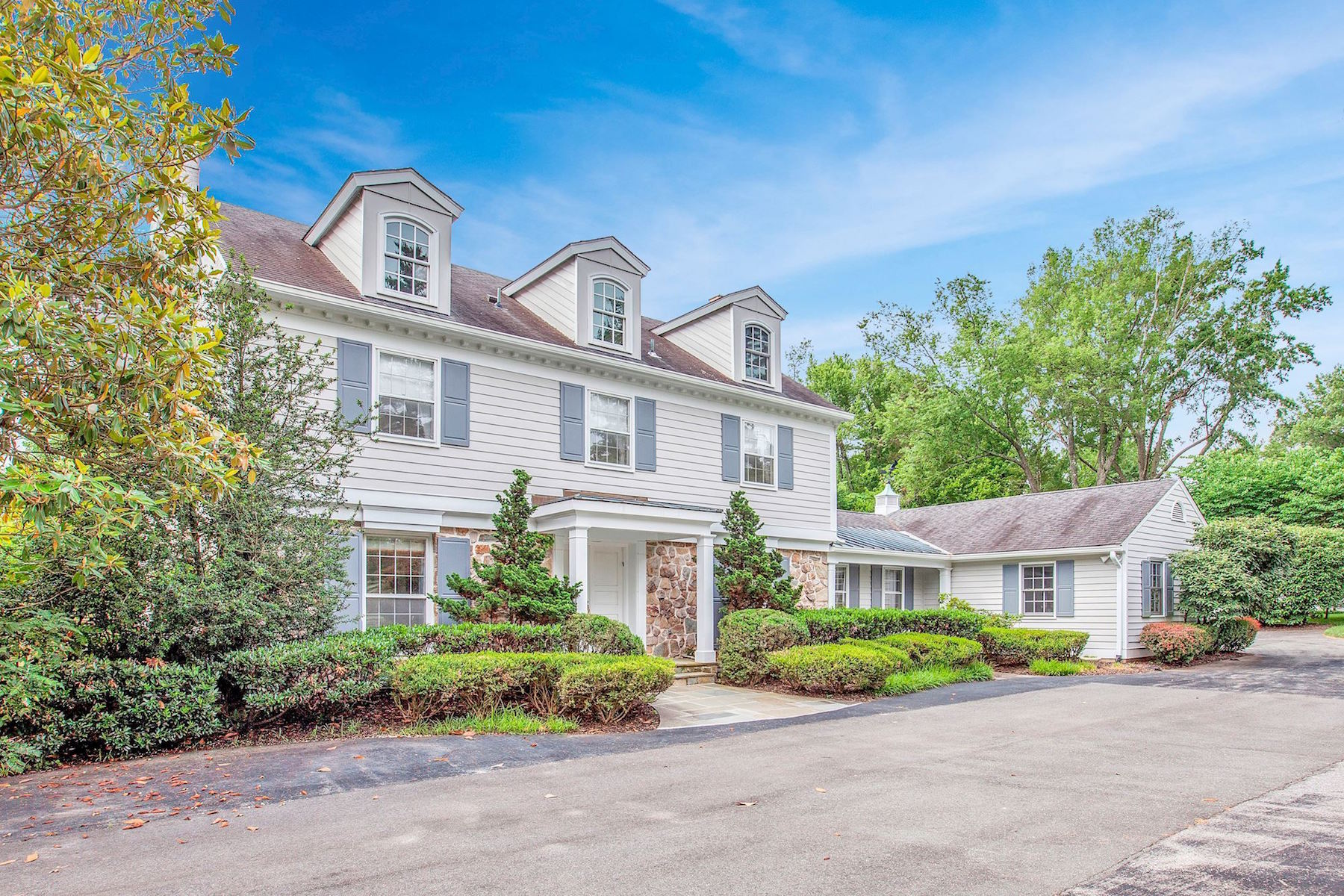 Single Family Home for Sale at 8810 Saunders Ln 8810 Saunders Ln Bethesda, Maryland 20817 United States