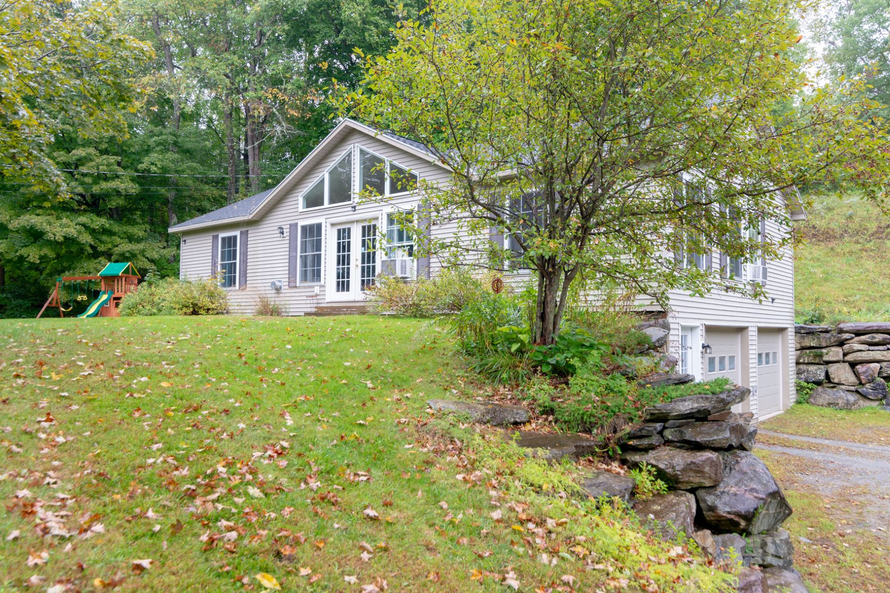 Single Family Home for Sale at Move Right In 4084 North Rd Sunderland, Vermont 05250 United States