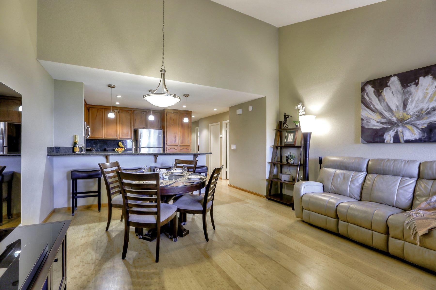 Condominiums para Venda às Penthouse-Like Home Living 2411 Lupine Court, Daly City, Califórnia 94014 Estados Unidos