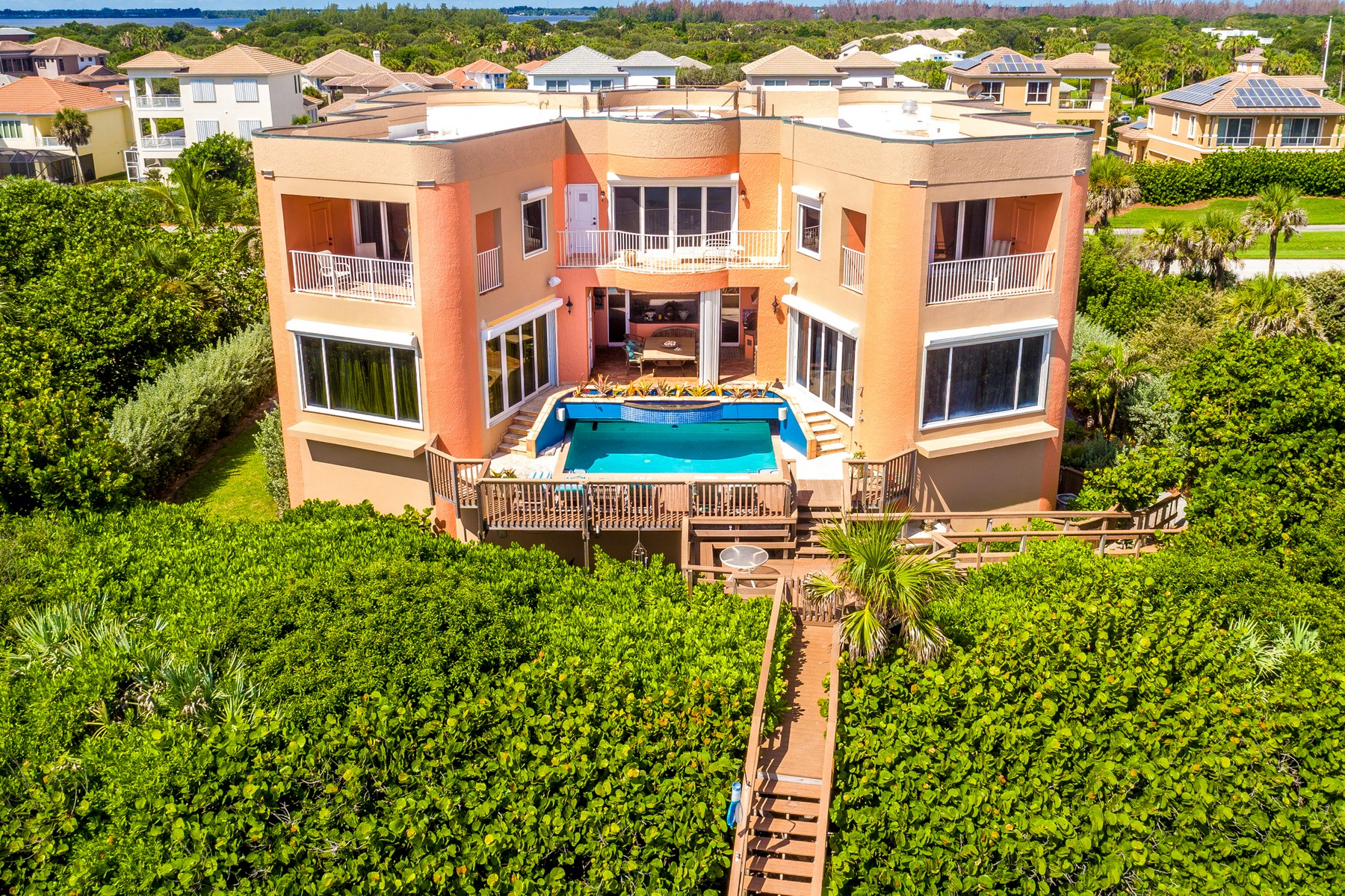 Additional photo for property listing at Oceanfront Castle! 7525 Highway A1A Melbourne Beach, Florida 32951 Stati Uniti