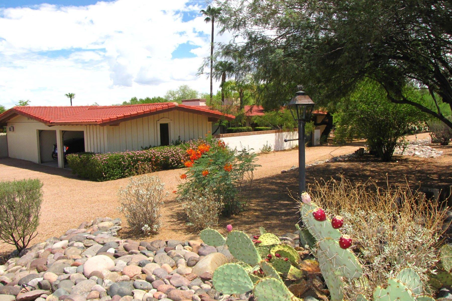 Maison unifamiliale pour l Vente à Beautiful Paradise Valley home with views 5430 E Royal Palm Rd Paradise Valley, Arizona, 85253 États-Unis